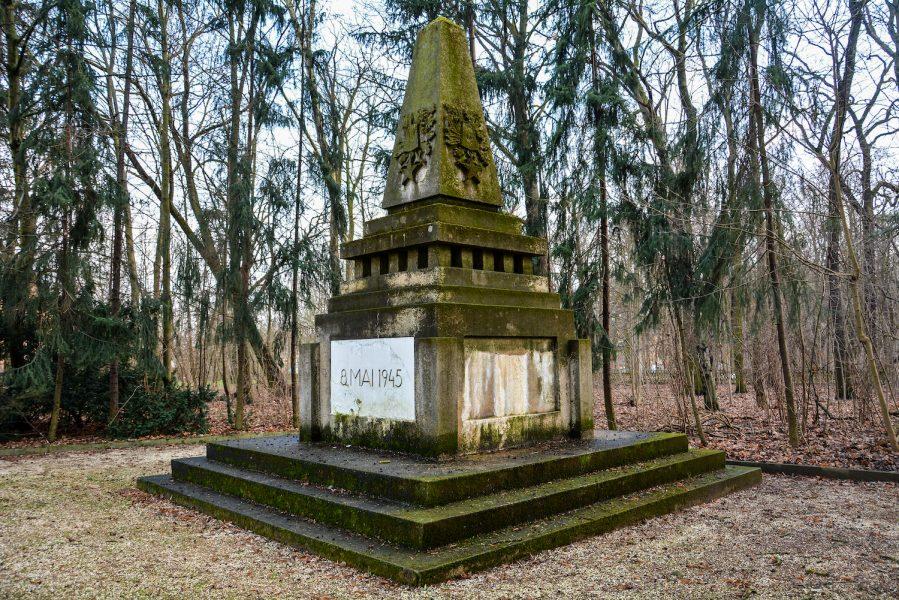 plaques sowjetisches ehrenmal herzbergstr soviet war memorial berlin
