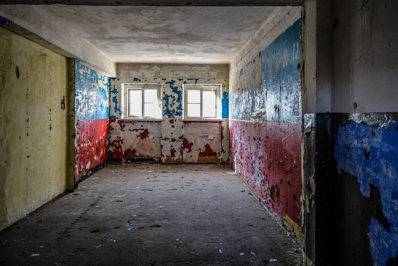 red blue white walls nazi soviet military base abandoned urbex urban exploring loewen adler kaserne elstal wustermark roter stern kaserne germany lost places