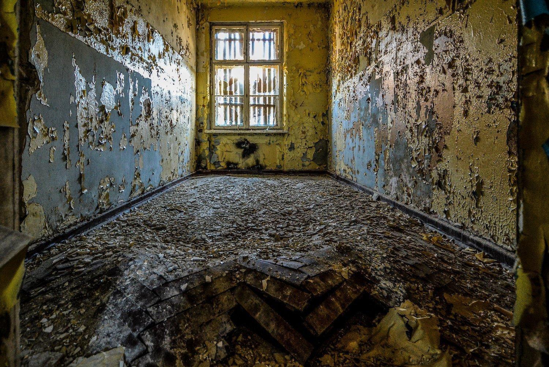 rotten floor nazi soviet military base abandoned urbex urban exploring loewen adler kaserne elstal wustermark roter stern kaserne germany lost places
