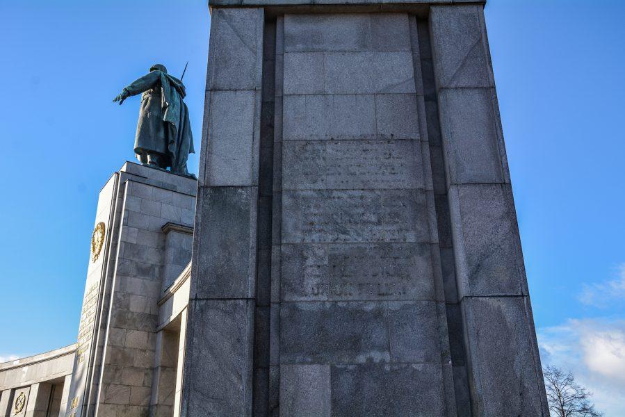 soviet soldier missing inscription sowjetisches ehrenmal tiergarten soviet war memorial berlin germany