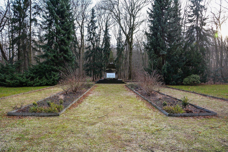 sowjetisches ehrenmal approach herzbergstr soviet war memorial berlin