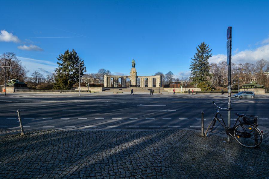 street view sowjetisches ehrenmal tiergarten soviet war memorial berlin germany