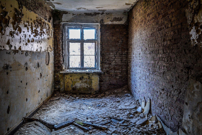 wood floor pannels nazi soviet military base abandoned urbex urban exploring loewen adler kaserne elstal wustermark roter stern kaserne germany lost places