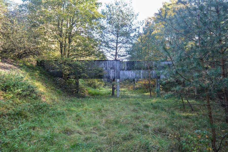 ss schiesstand sachsenhausen oraninenburg brandenburg lost places urbex abandoned germany kugelfang bullet catch shooting range wood panels