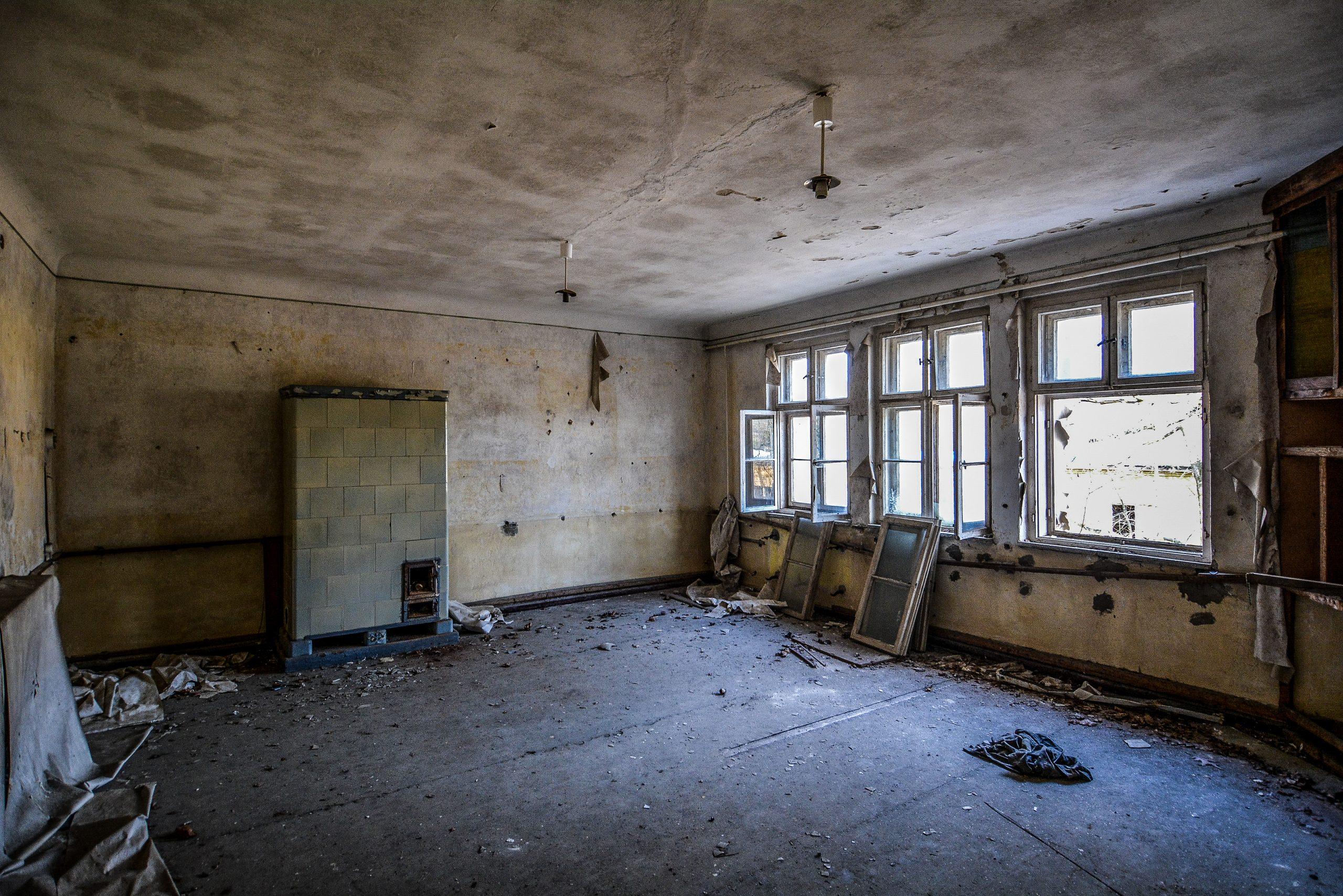 abandoned fire place forst zinna adolf hitler lager luckenwalde juterbog sowjet kaserne soviet military barracks germany lost places urbex abandoned