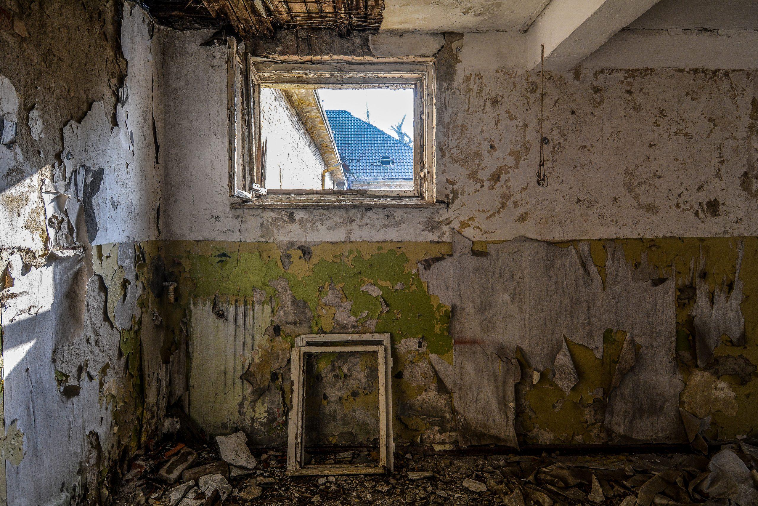 abandoned theather room forst zinna adolf hitler lager luckenwalde juterbog sowjet kaserne soviet military barracks germany lost places urbex abandoned
