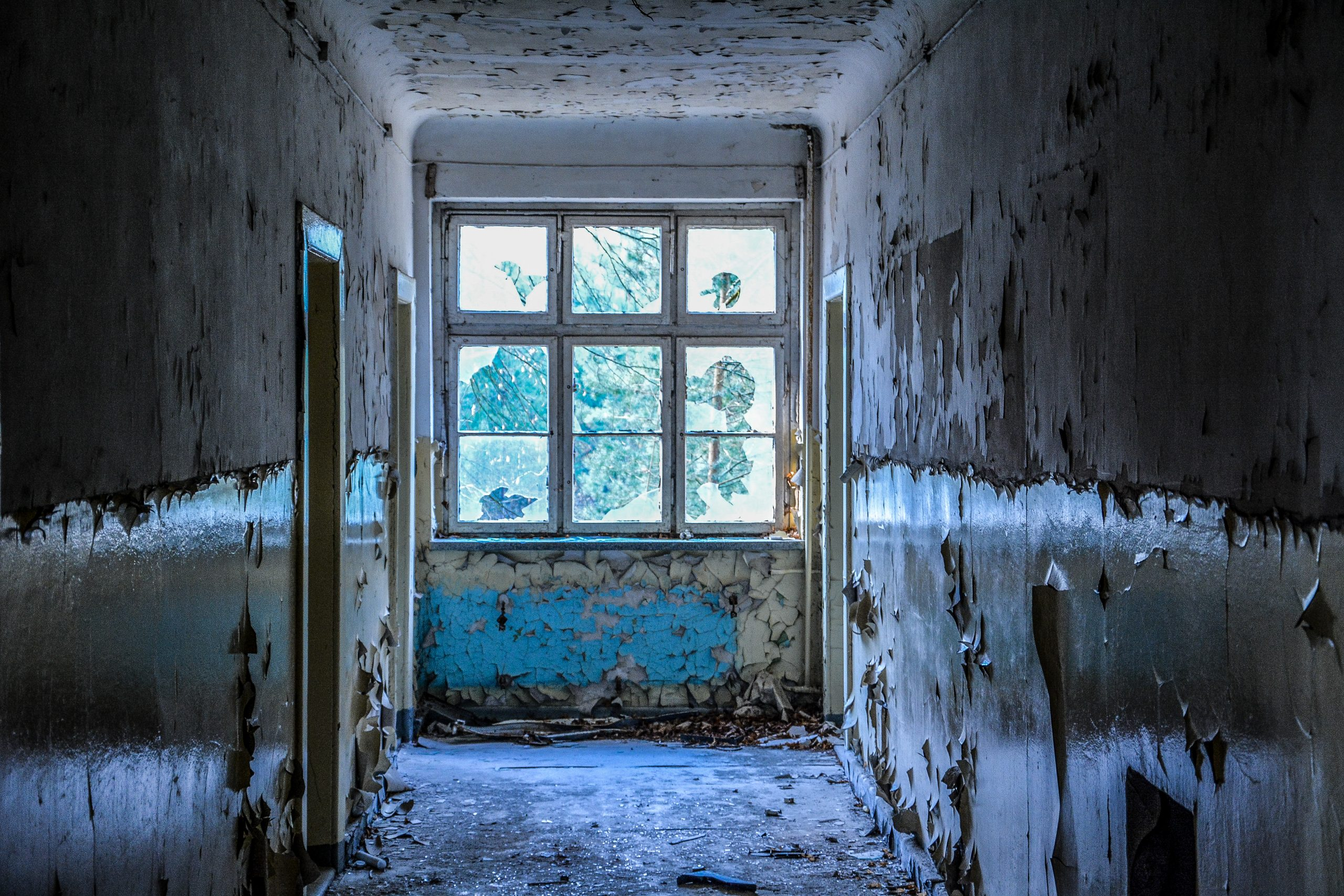 blue hallway blauer gang forst zinna adolf hitler lager luckenwalde juterbog sowjet kaserne soviet military barracks germany lost places urbex abandoned