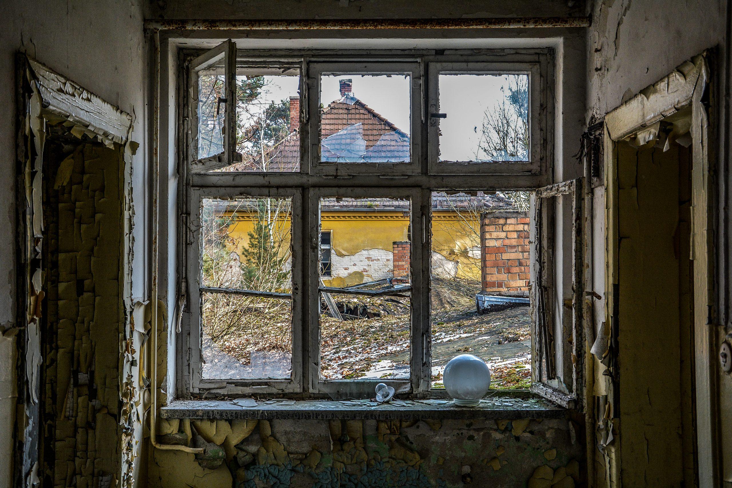 broken window soviet lampshade forst zinna adolf hitler lager luckenwalde juterbog sowjet kaserne soviet military barracks germany lost places urbex abandoned