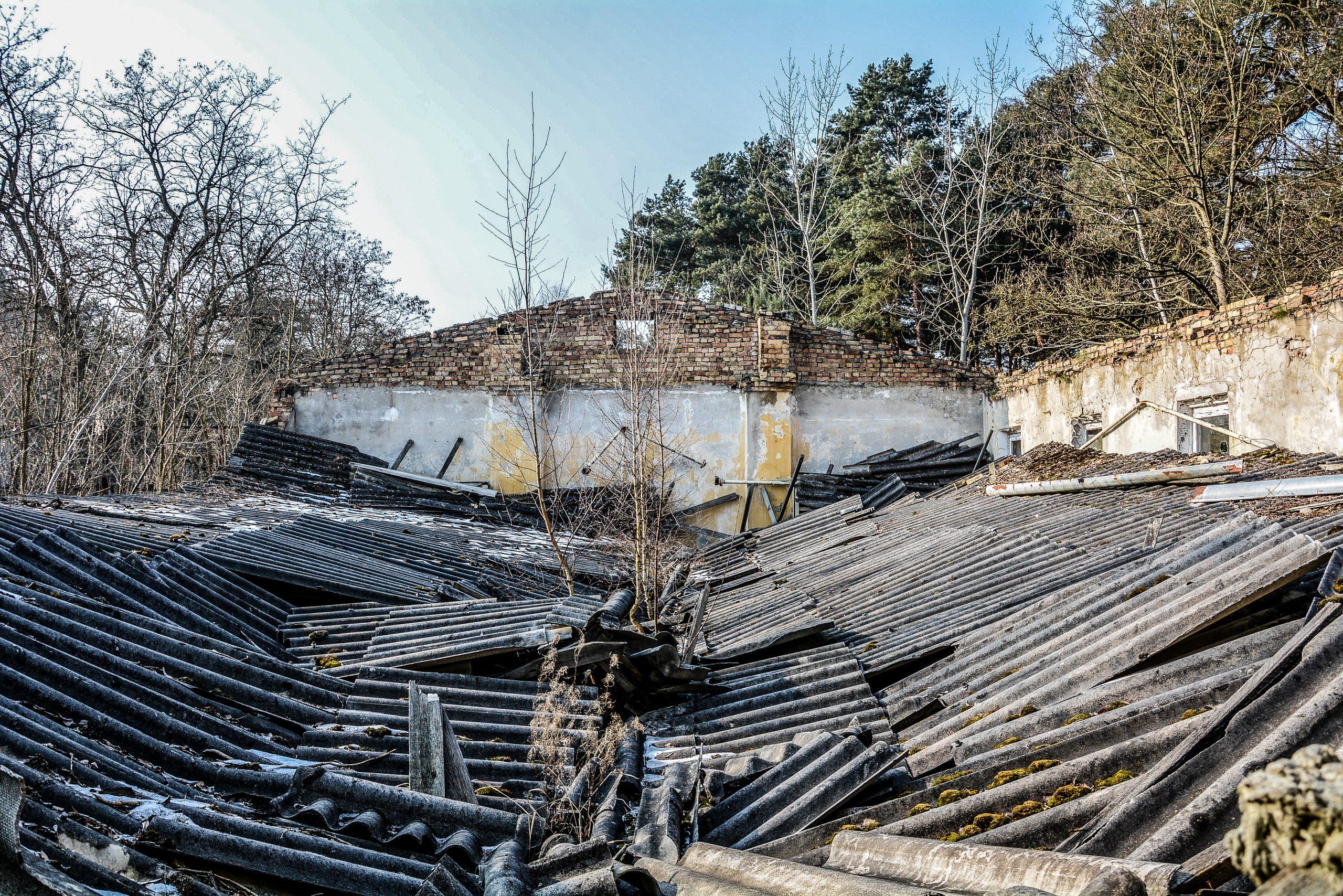 collapsed roof forst zinna adolf hitler lager luckenwalde juterbog sowjet kaserne soviet military barracks germany lost places urbex abandoned