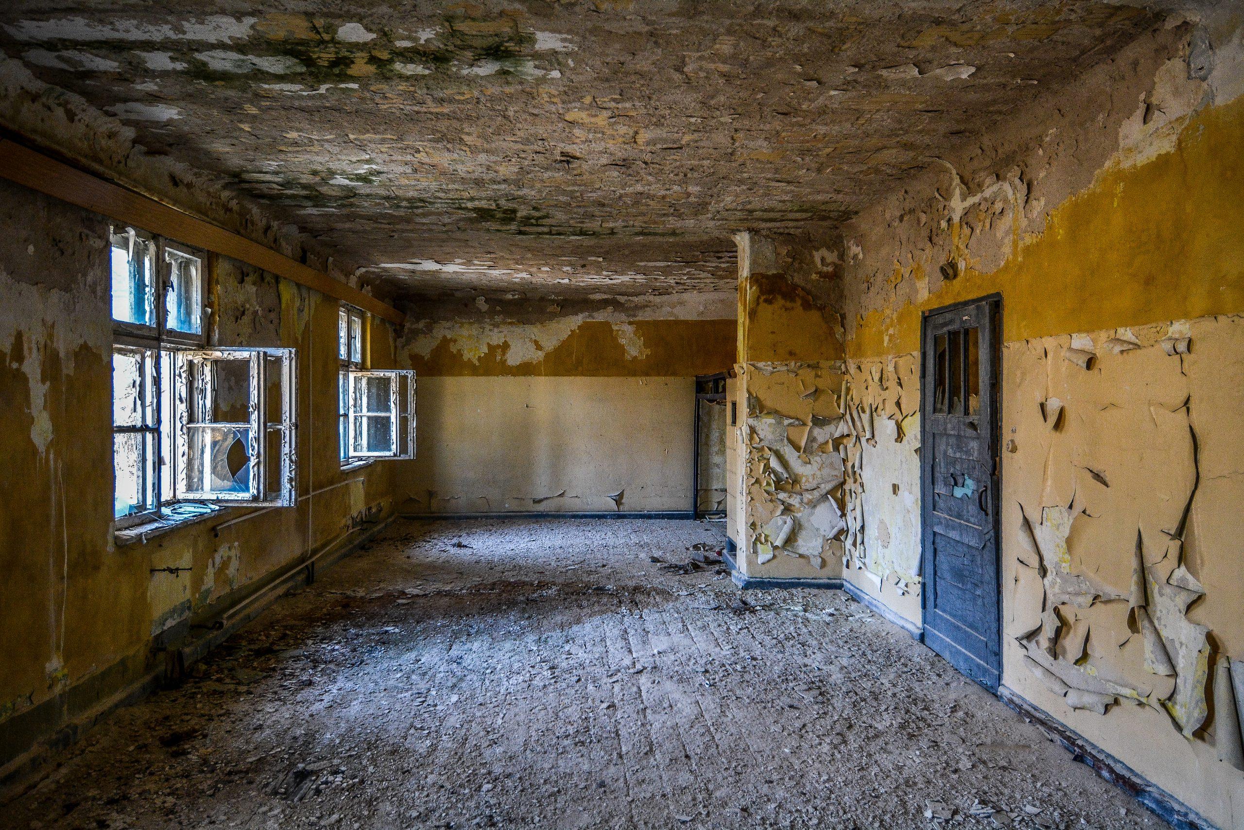 crumbling paint room forst zinna adolf hitler lager luckenwalde juterbog sowjet kaserne soviet military barracks germany lost places urbex abandoned