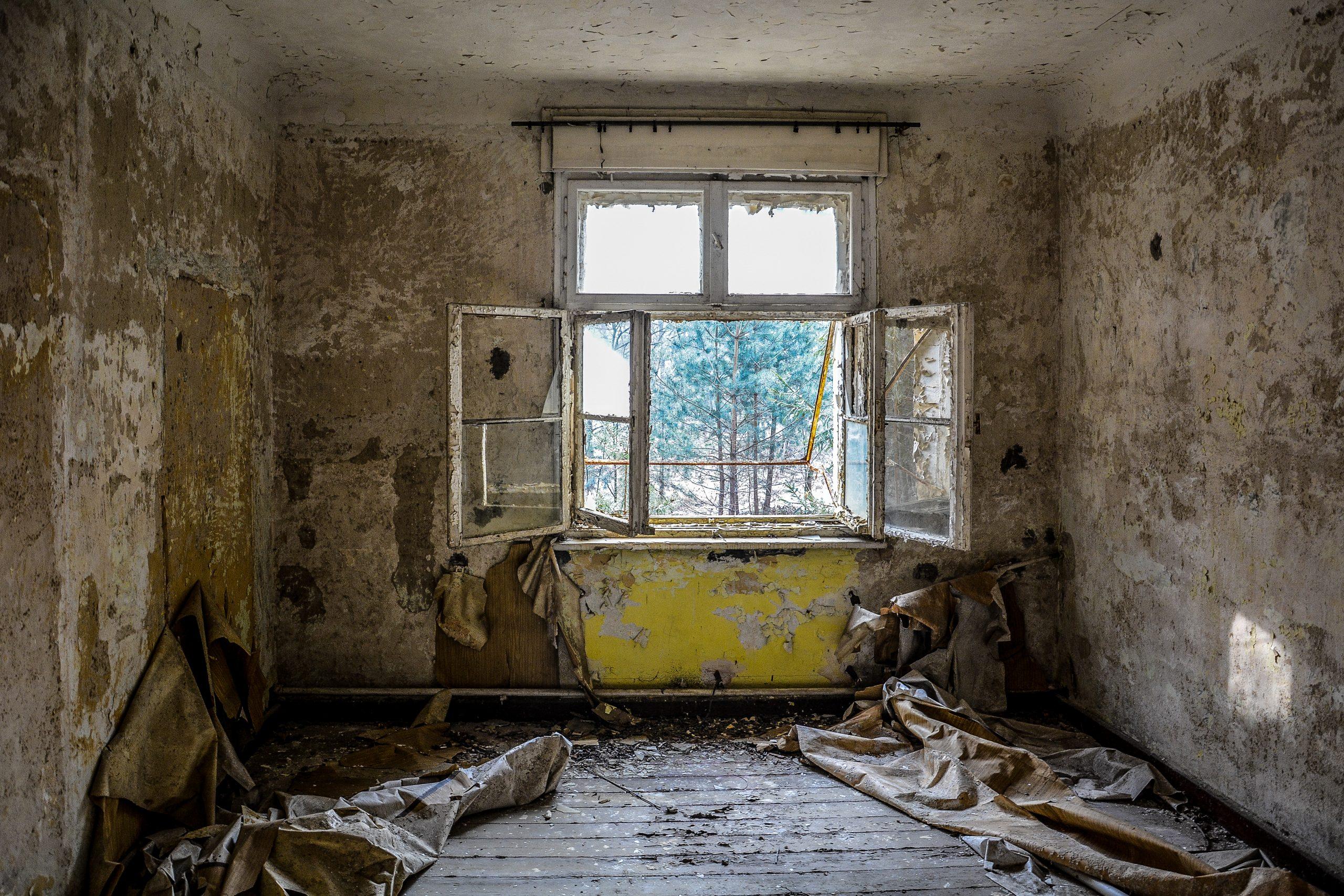 open windows offene fenster forst zinna adolf hitler lager luckenwalde juterbog sowjet kaserne soviet military barracks germany lost places urbex abandoned