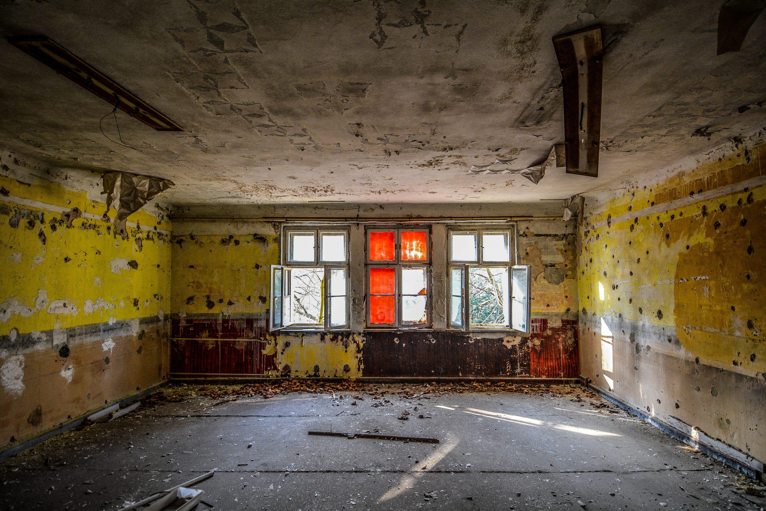 red window forst zinna adolf hitler lager luckenwalde juterbog sowjet kaserne soviet military barracks germany lost places urbex abandoned