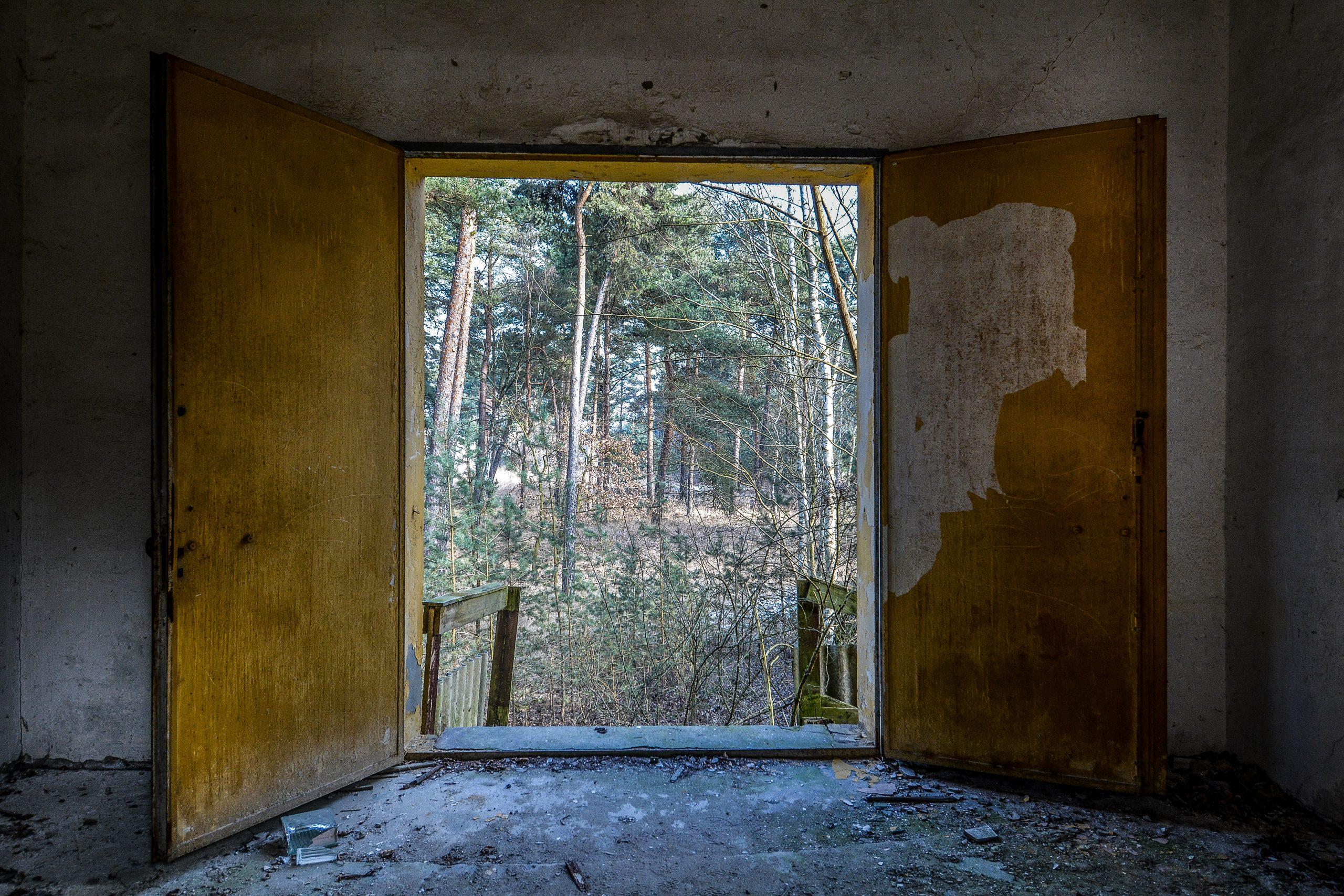 soviet nazi theather back stage door forst zinna adolf hitler lager luckenwalde juterbog sowjet kaserne soviet military barracks germany lost places urbex abandoned