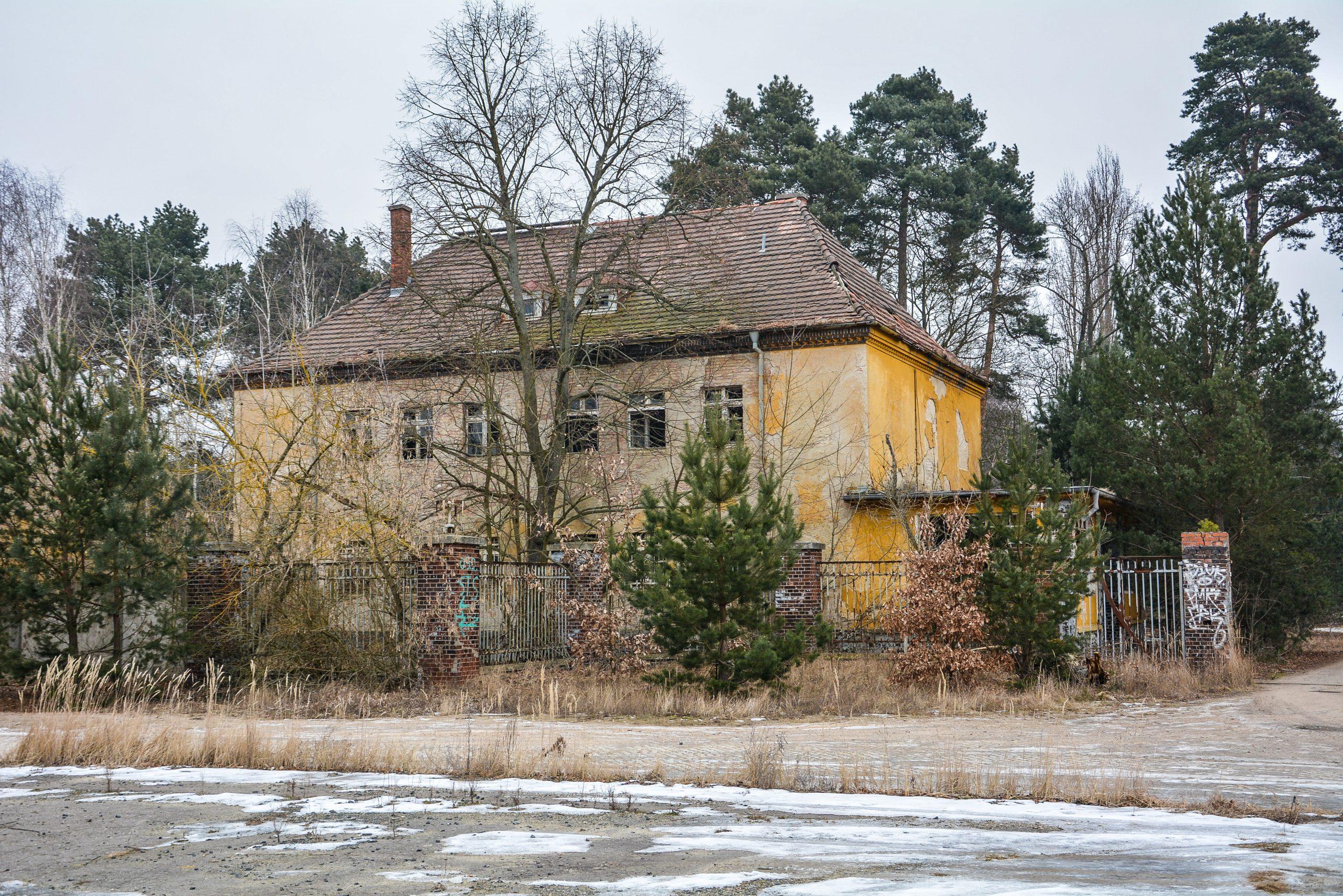 wachhaus guard house forst zinna adolf hitler lager luckenwalde juterbog sowjet kaserne soviet military barracks germany lost places urbex abandoned
