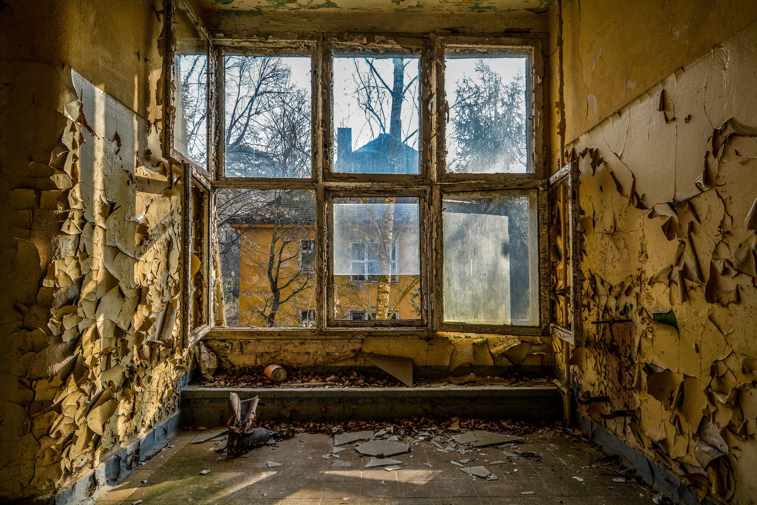 window soviet boot forst zinna adolf hitler lager luckenwalde juterbog sowjet kaserne soviet military barracks germany lost places urbex abandoned