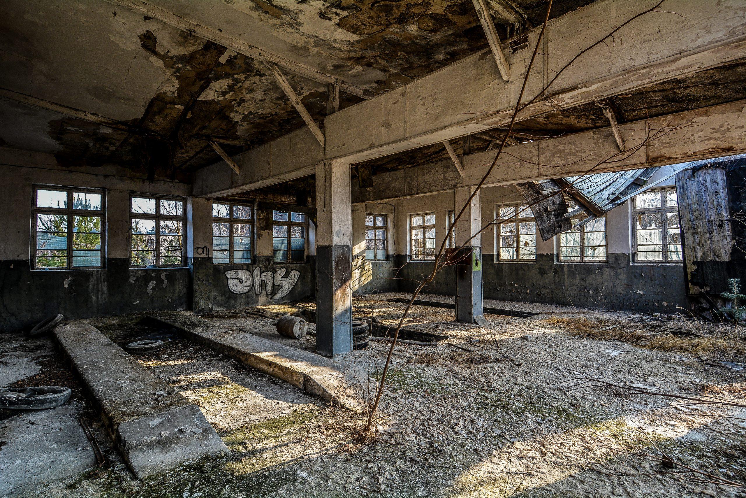 workshop garage forst zinna adolf hitler lager luckenwalde juterbog sowjet kaserne soviet military barracks germany lost places urbex abandoned