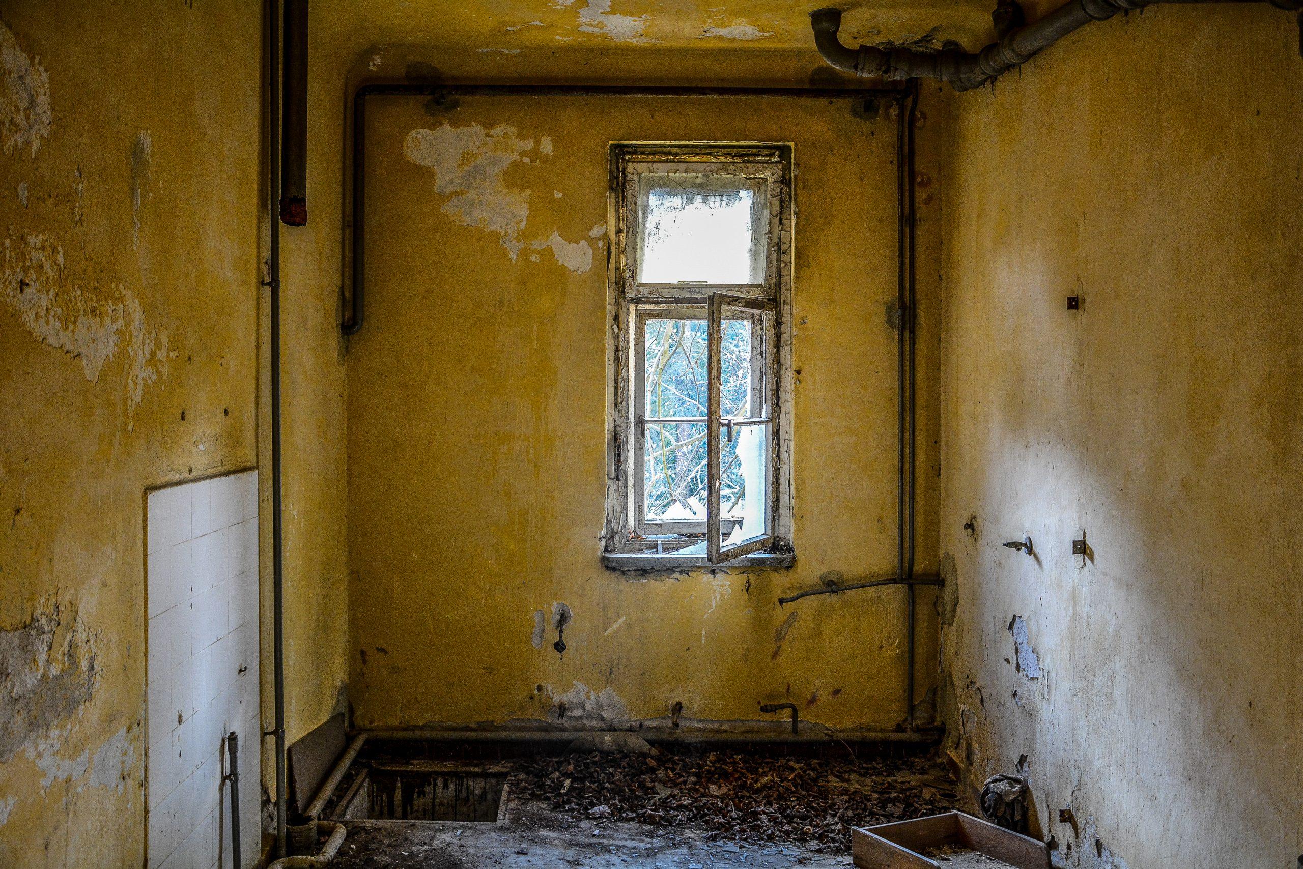yellow room gelbes zimmer forst zinna adolf hitler lager luckenwalde juterbog sowjet kaserne soviet military barracks germany lost places urbex abandoned