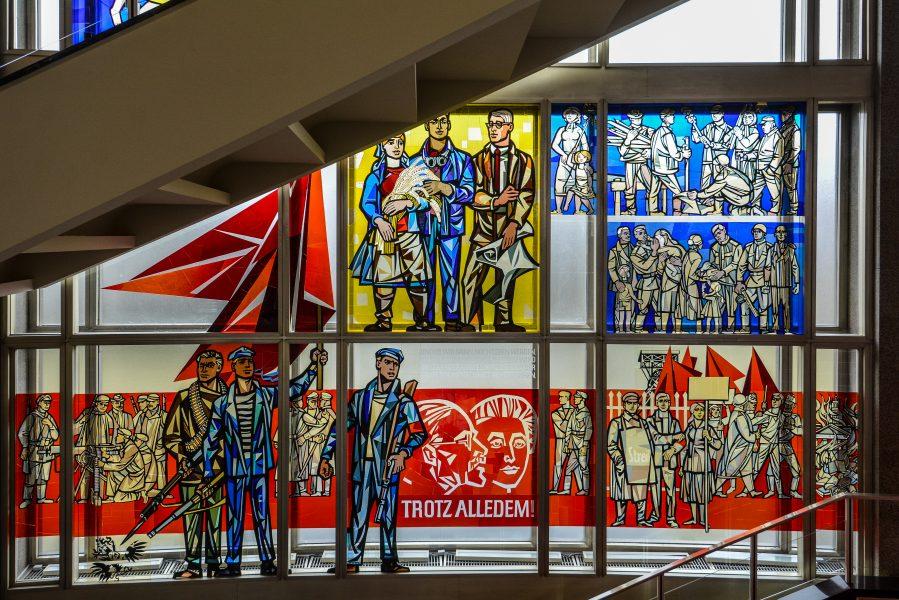 karl liebknecht rosa luxemburg walter womacka staatsratsgebaeude berlin DDR state council building esmt