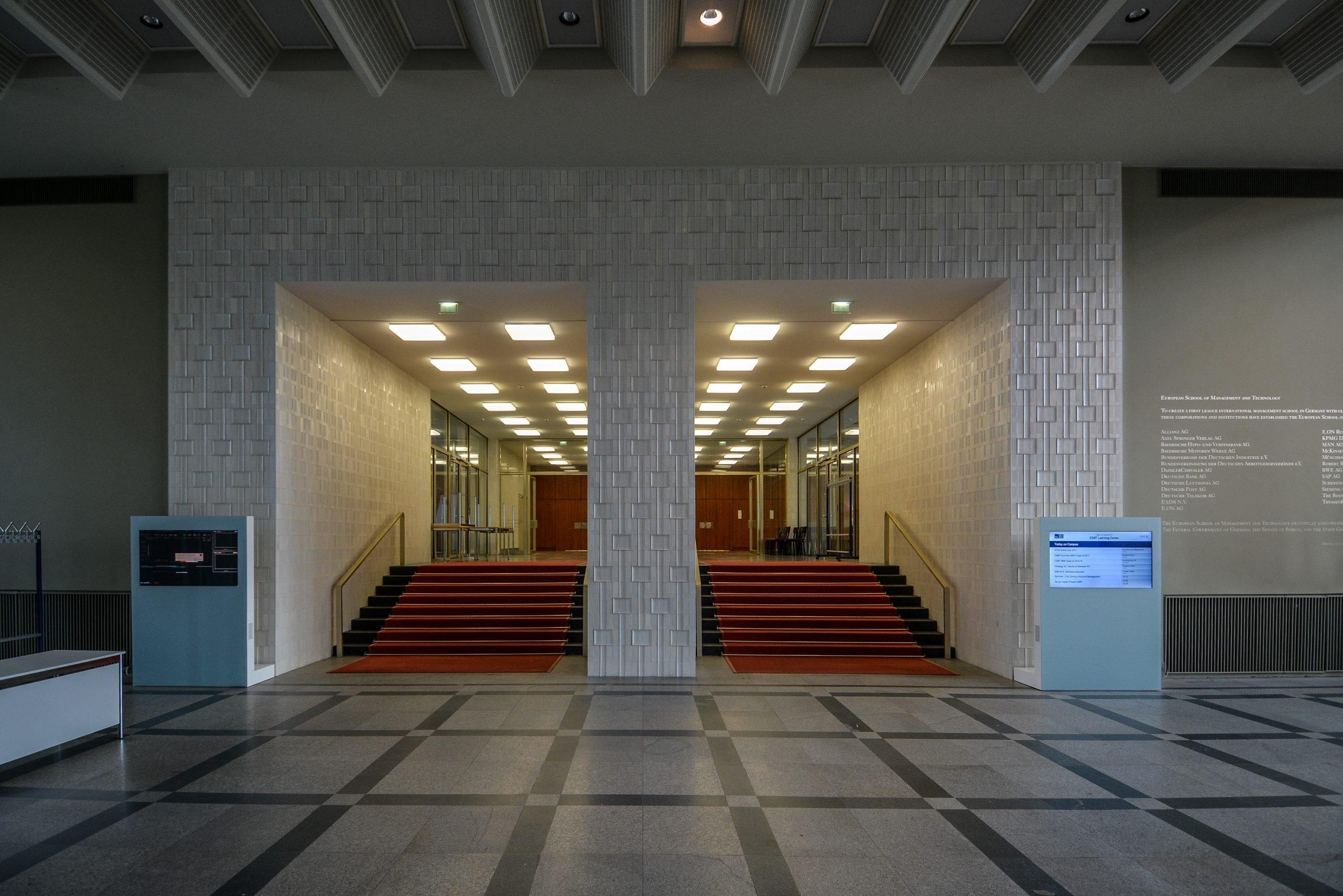 meissen fliessen eingang halle staatsratsgebaeude berlin DDR state council building esmt