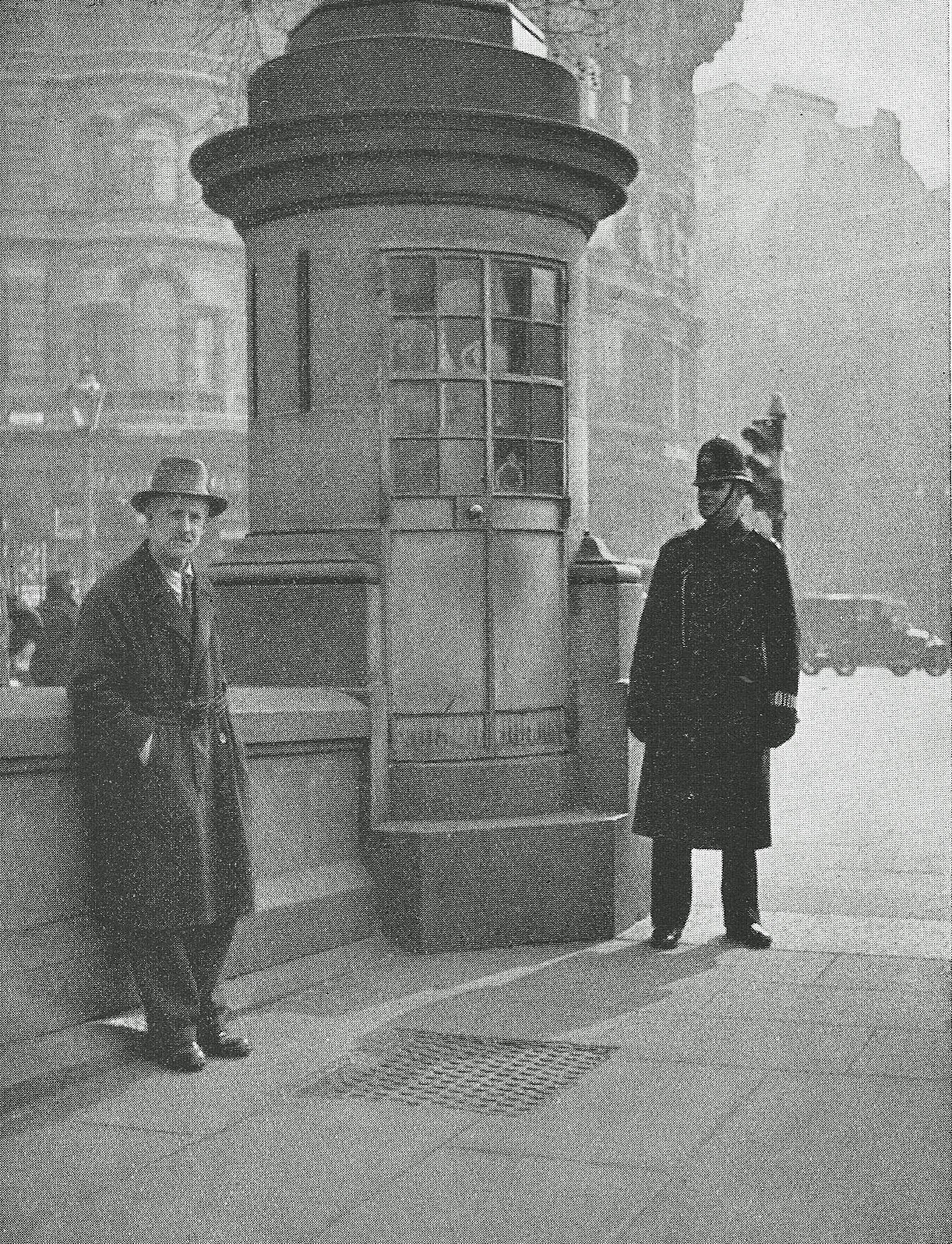 trafalgar square police observation box 1920s
