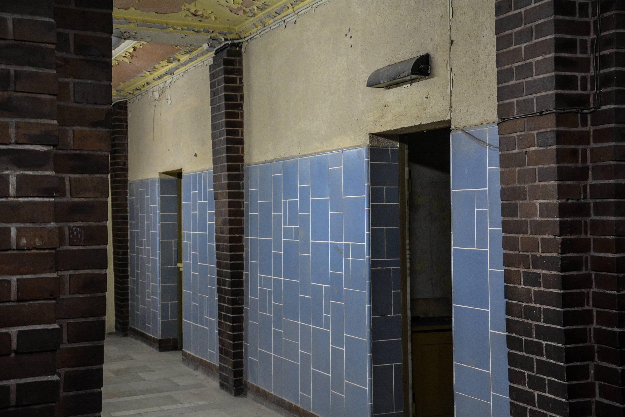blue tiles stadtbad lichtenberg hubertusbad berlin abandoned pool urbex lost places