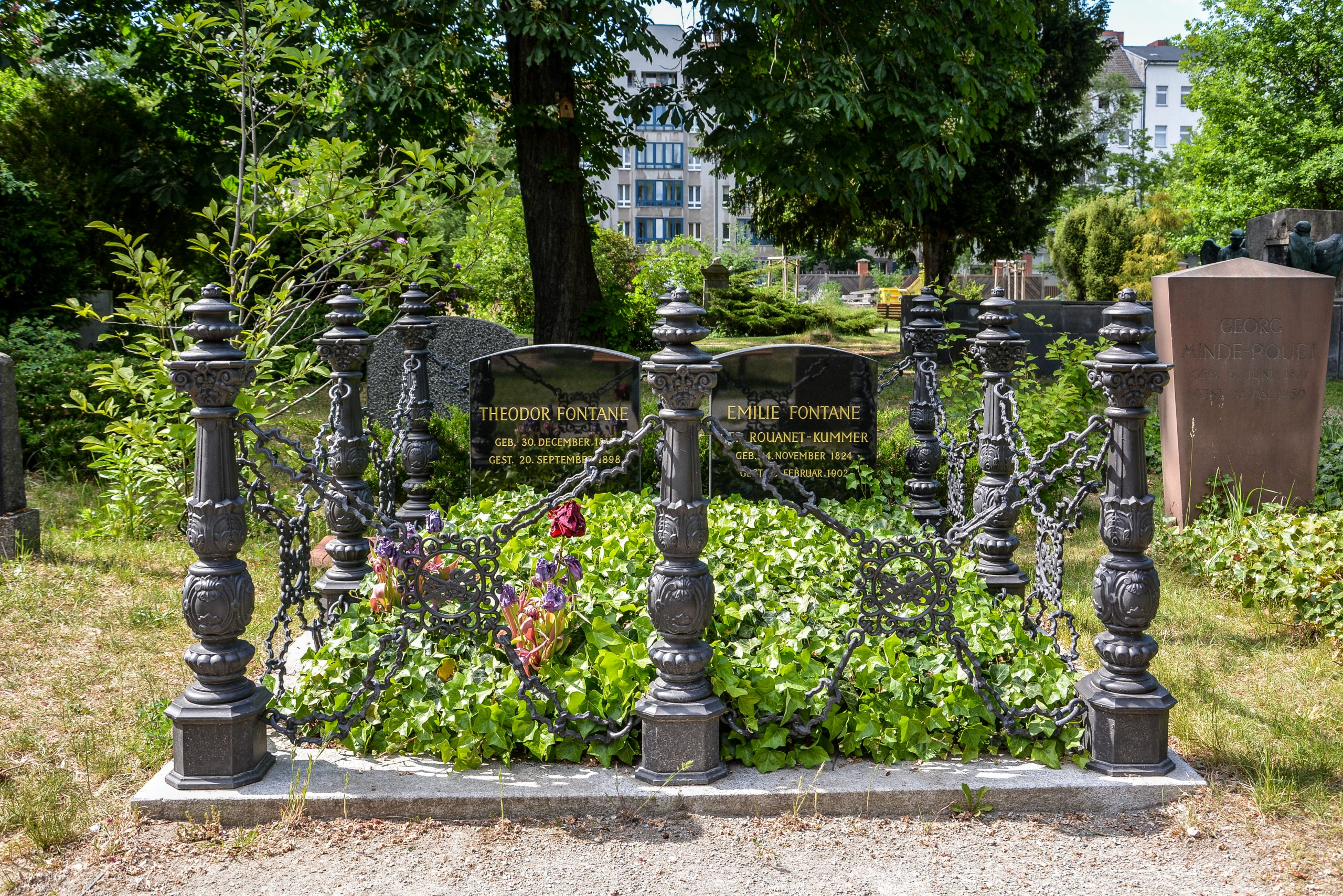 grab theodor fontane berlin berlin kuppelkreuz berliner dom berlin cathedral church cross st hedwig friedhof cemetery domfriedhof franzoesischer friedhof