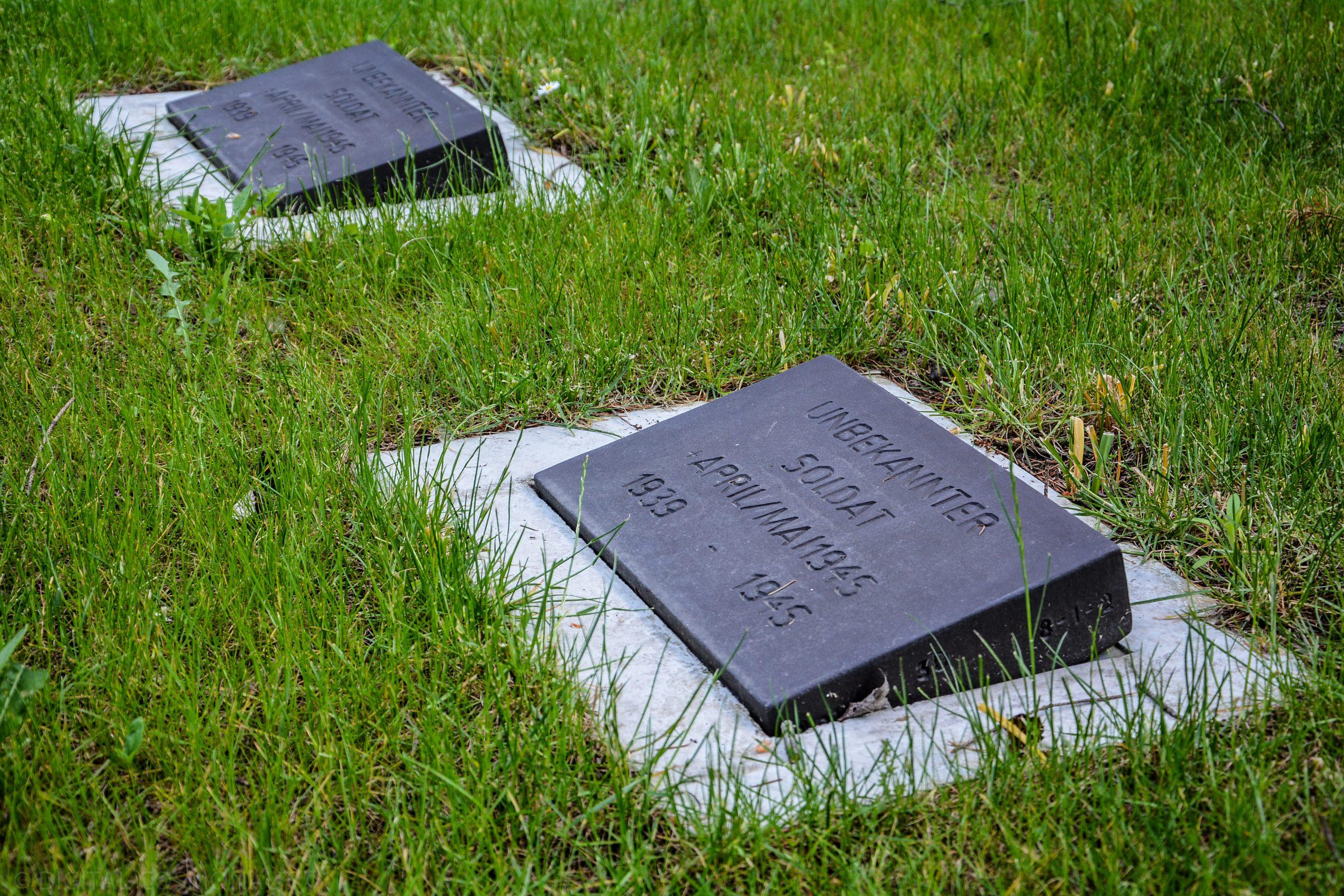 kriegsgrab domfriedhof berlin kuppelkreuz berliner dom berlin cathedral church cross st hedwig friedhof cemetery domfriedhof