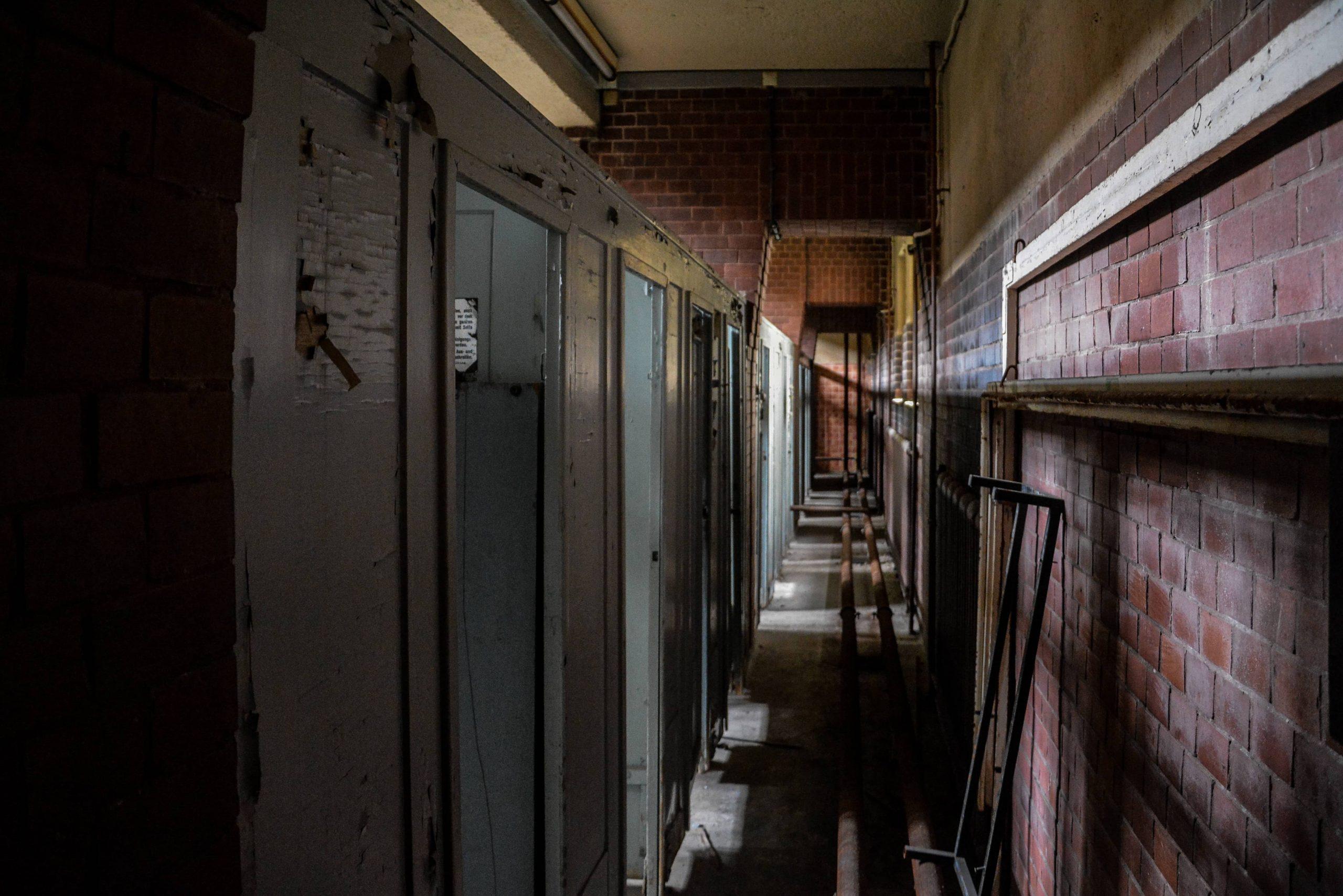 pipe hallway stadtbad lichtenberg hubertusbad berlin abandoned pool urbex lost places