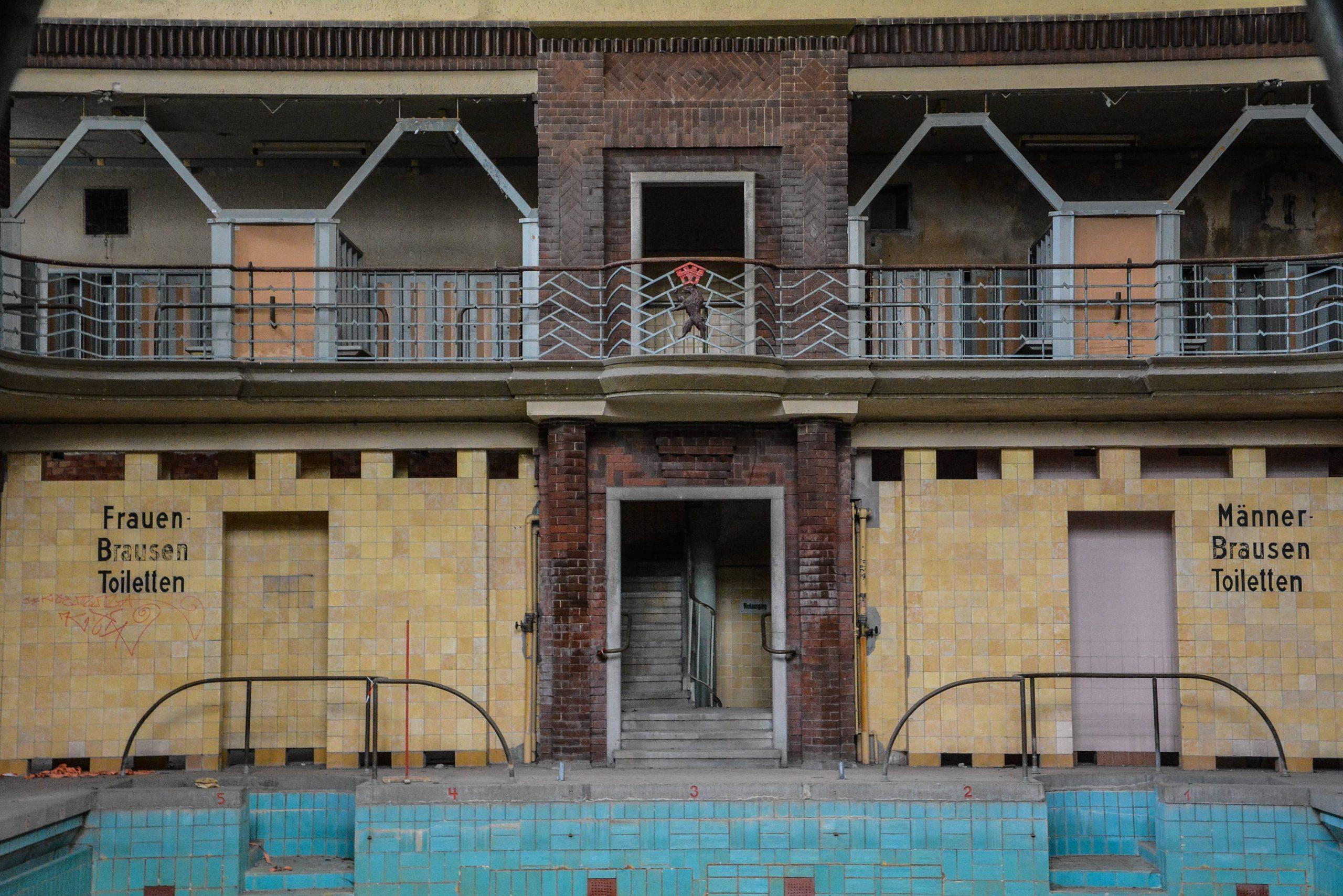 schwimmbad balkon stadtbad lichtenberg hubertusbad berlin abandoned pool urbex lost places