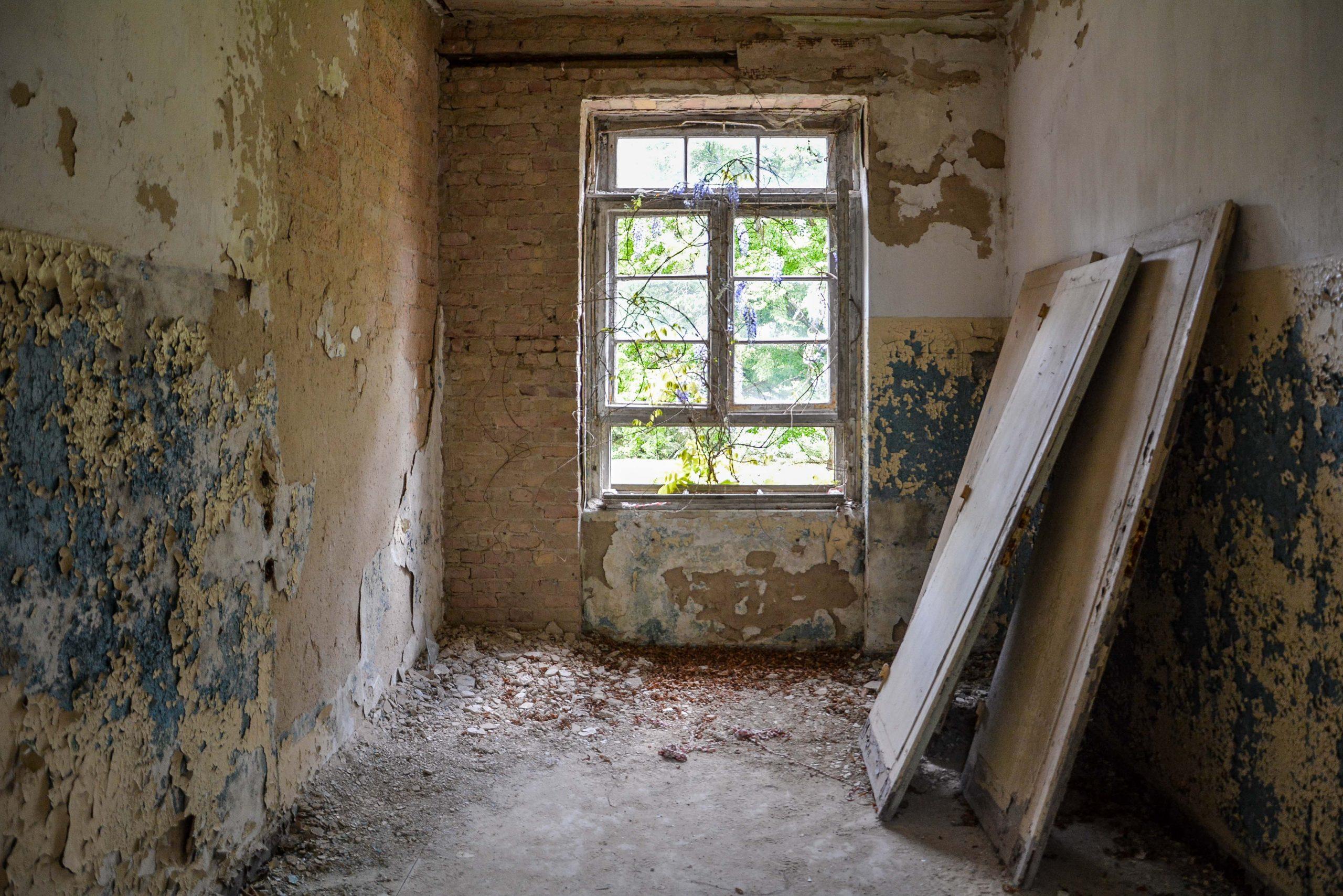abandoned doors tuberkulose heilstaette grabowsee sanatorium hospital oranienburg lost places abandoned urbex brandenburg germany deutschland
