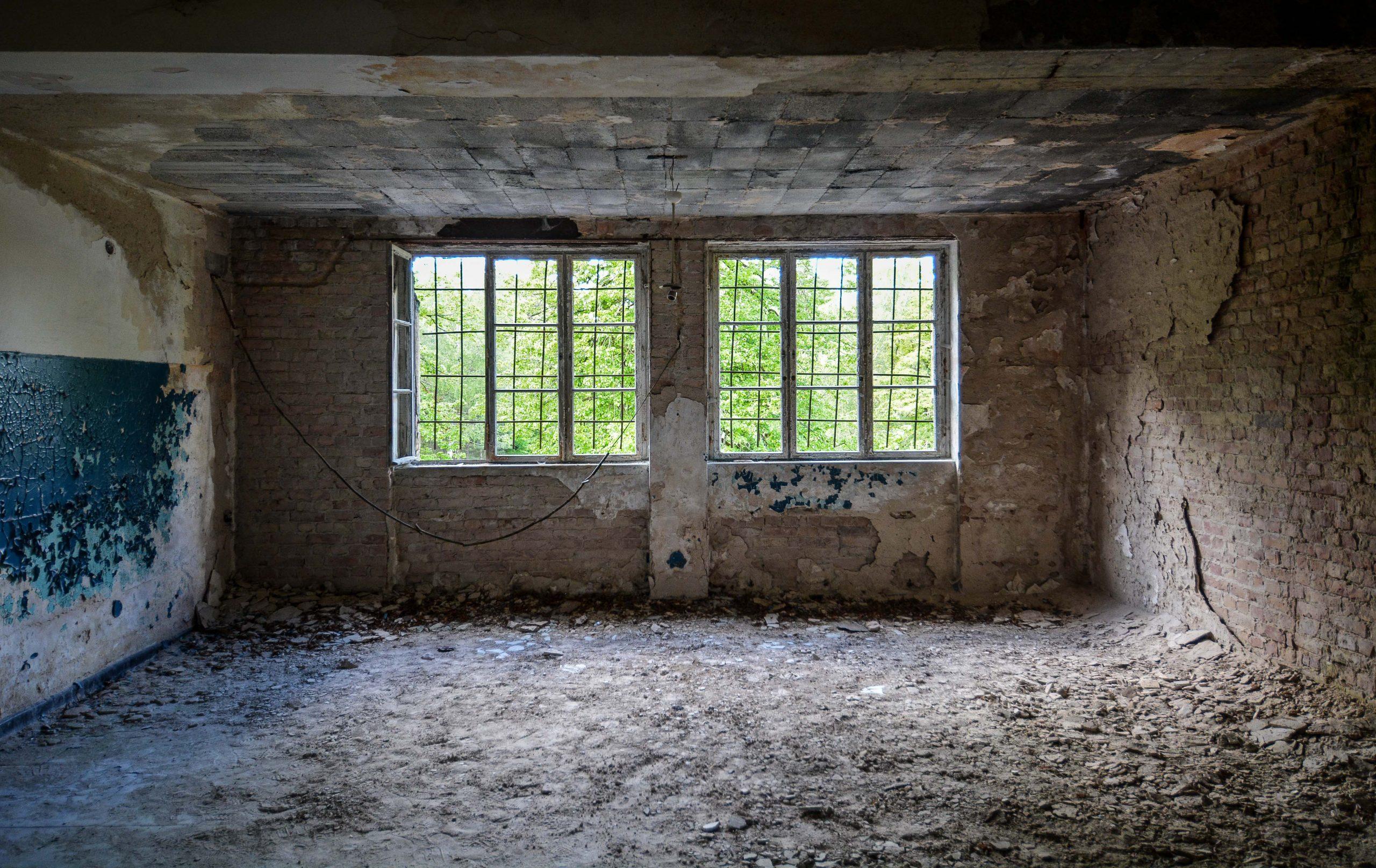 bare bricks wall tuberkulose heilstaette grabowsee sanatorium hospital oranienburg lost places abandoned urbex brandenburg germany deutschland