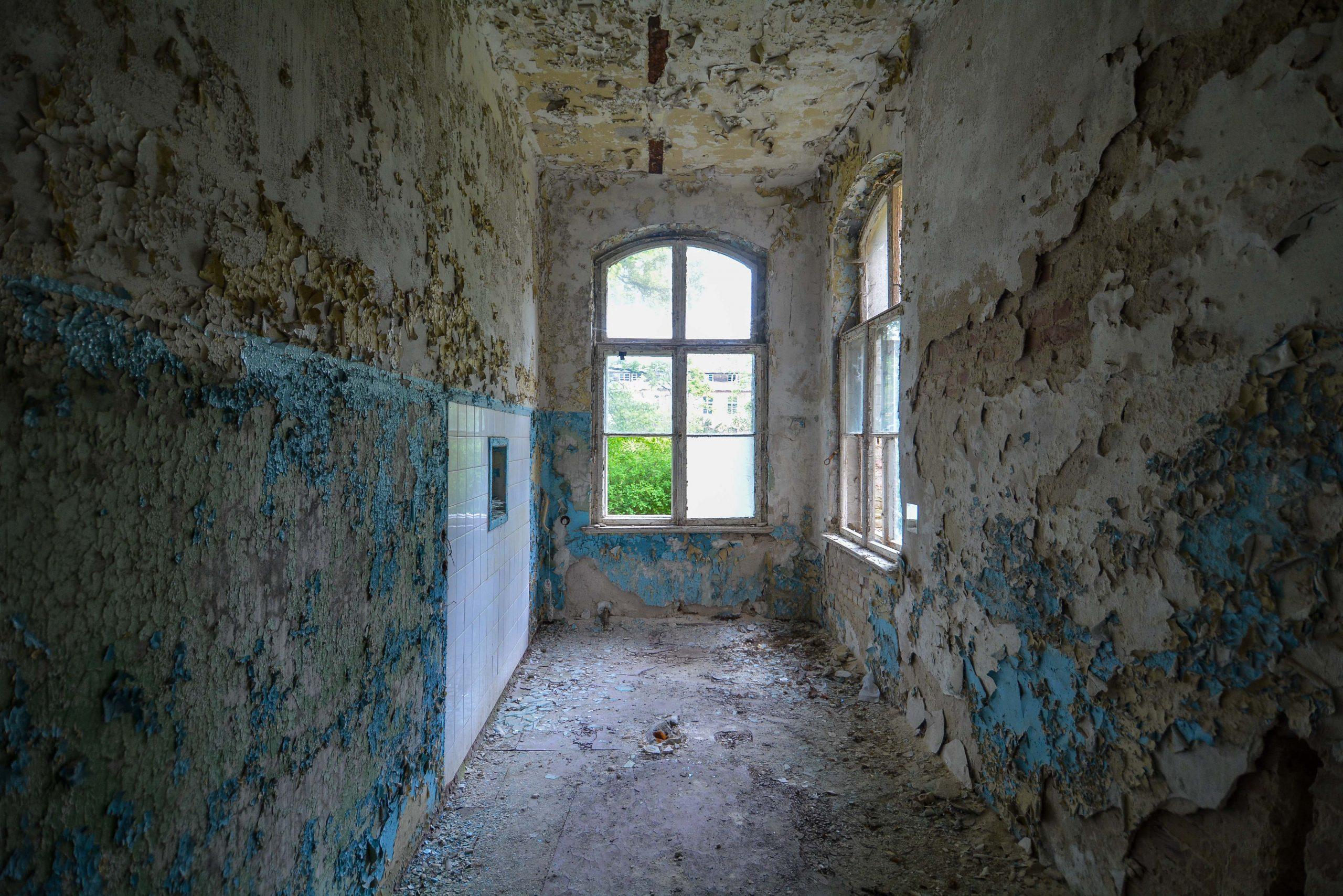 blue hallway paint tuberkulose heilstaette grabowsee sanatorium hospital oranienburg lost places abandoned urbex brandenburg germany deutschland