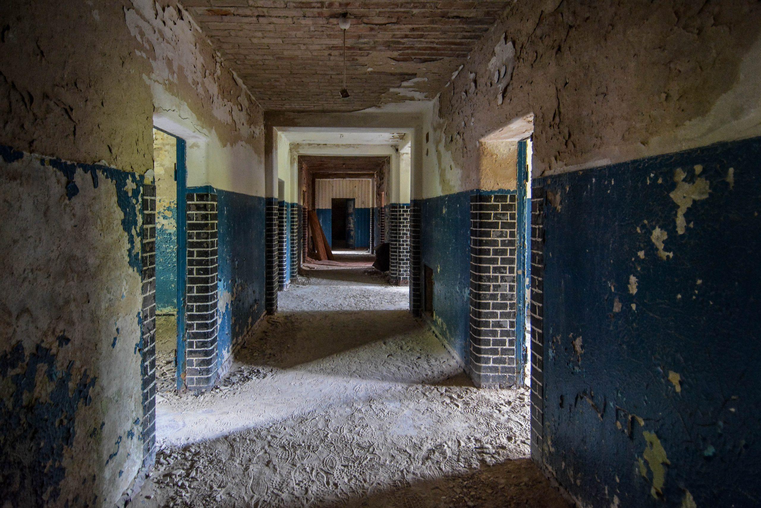 blue walls blue bricks tuberkulose heilstaette grabowsee sanatorium hospital oranienburg lost places abandoned urbex brandenburg germany deutschland
