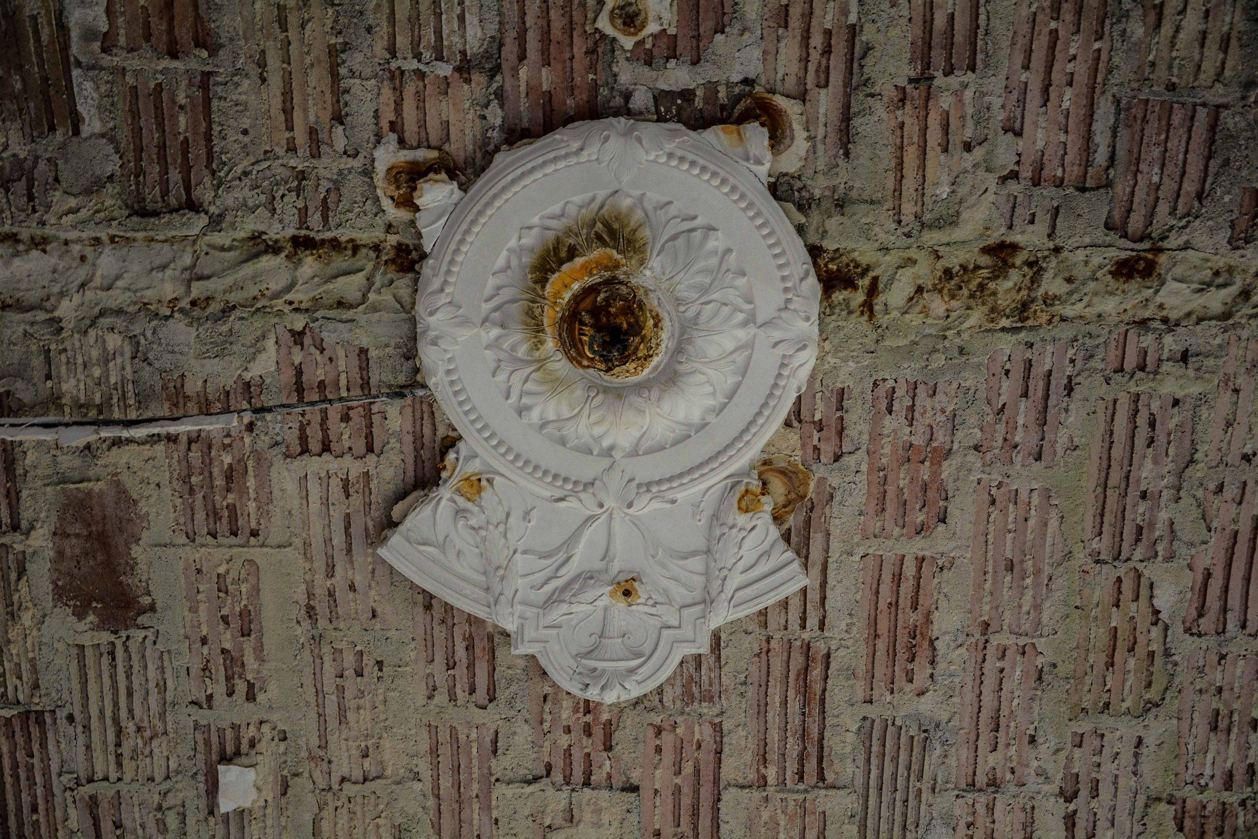broken ceramic details tuberkulose heilstaette grabowsee sanatorium hospital oranienburg lost places abandoned urbex brandenburg germany deutschland