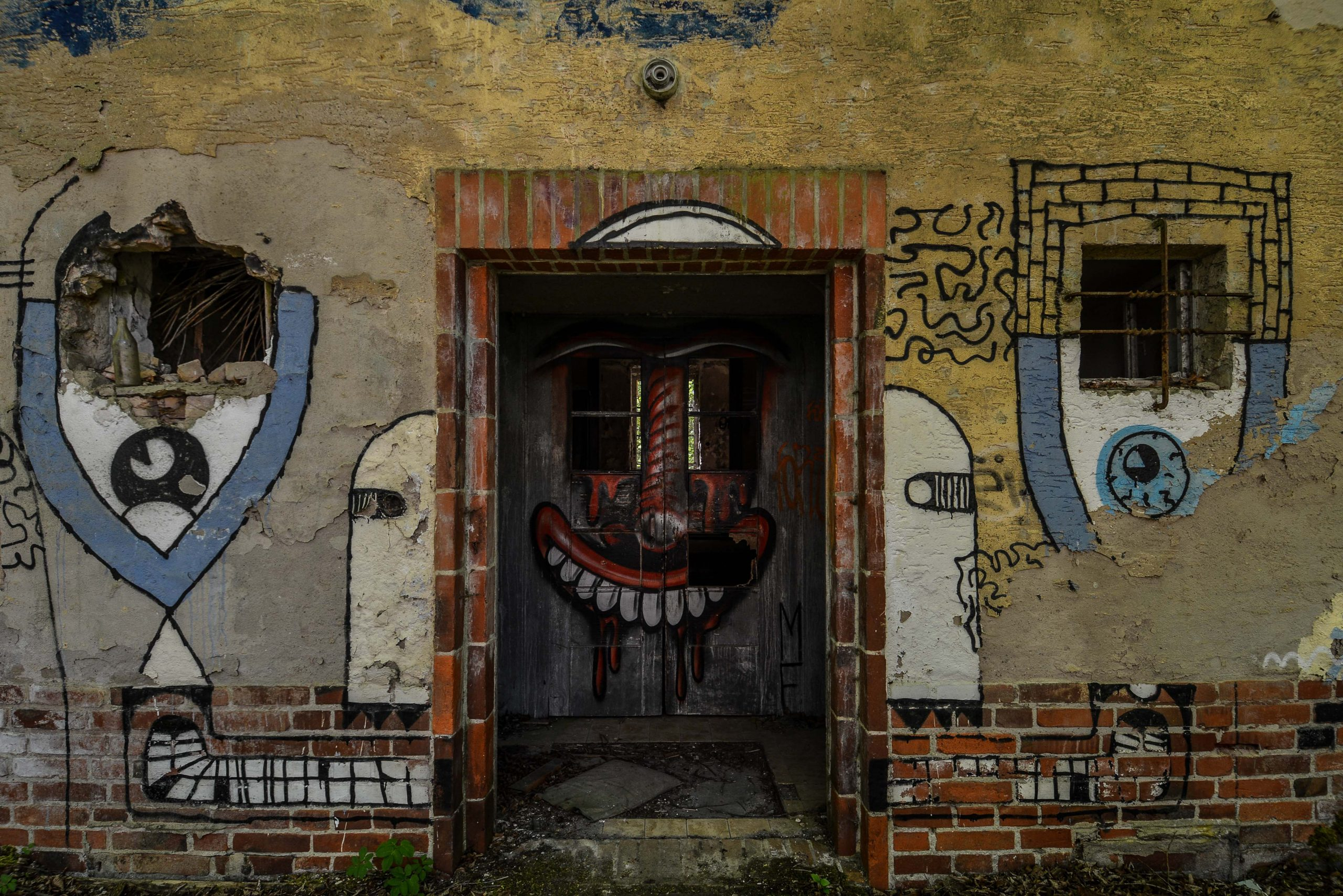 clown graffiti sanatorium hospital tuberkulose heilstaette grabowsee sanatorium oranienburg lost places abandoned urbex brandenburg germany deutschland