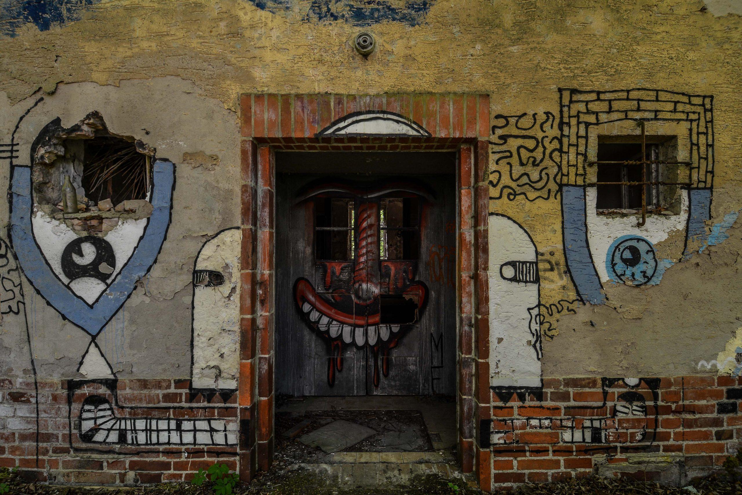 clown graffiti sanatorium hospital tuberkulose heilstaette grabowsee sanatorium oranienburg lost places abandoned urbex brandenburg germany deutschland