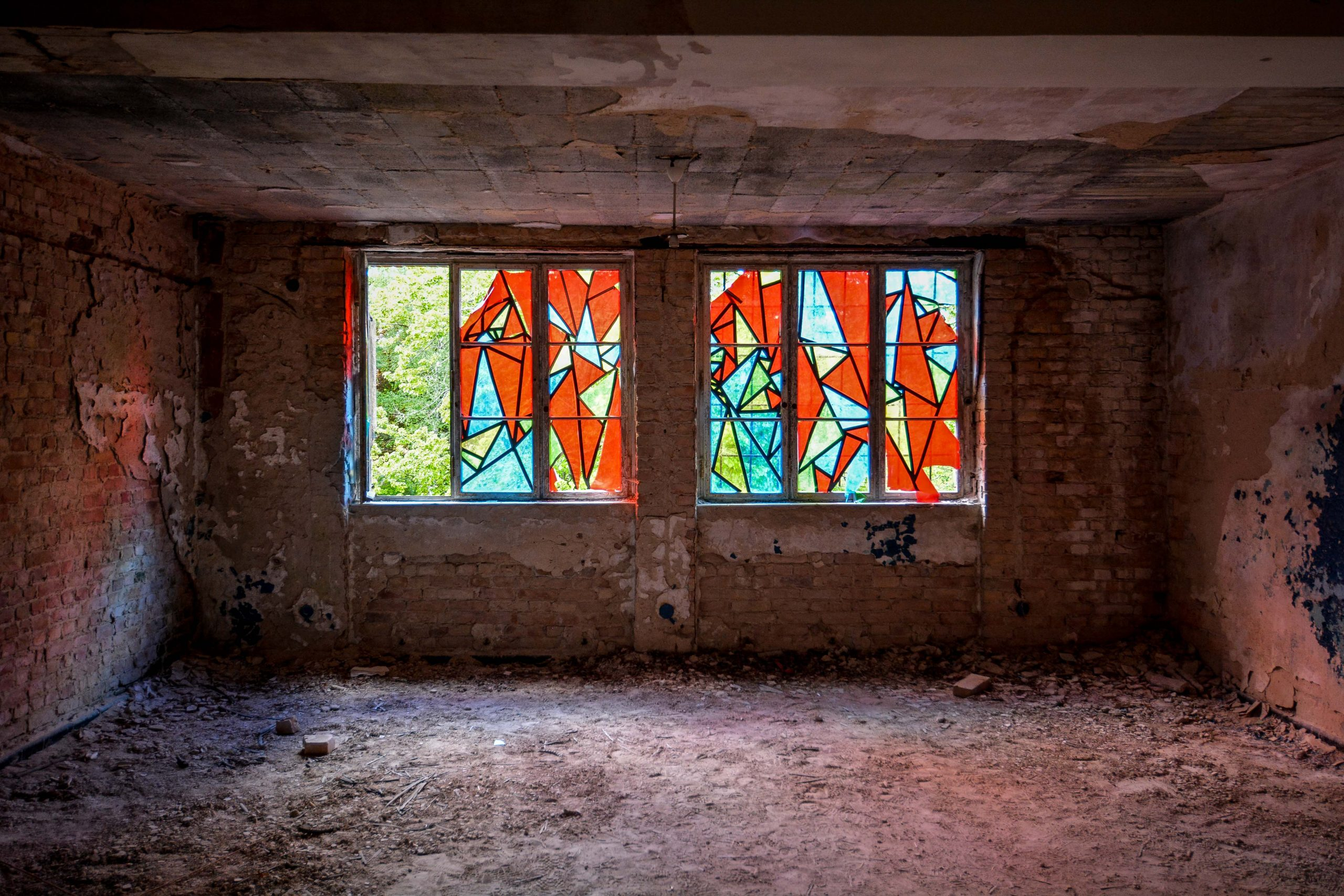 colored windows tuberkulose heilstaette grabowsee sanatorium hospital oranienburg lost places abandoned urbex brandenburg germany deutschland