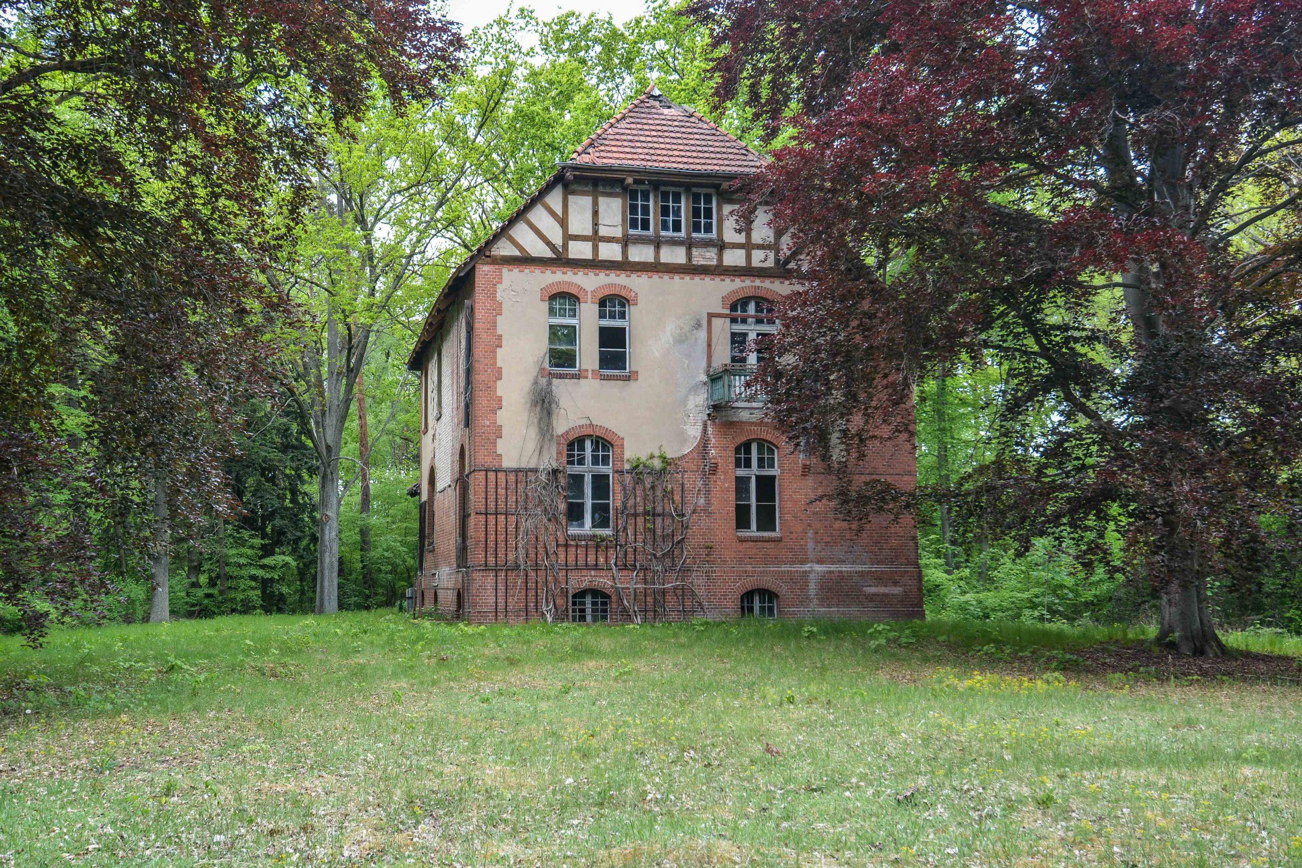 directors villa tuberkulose heilstaette grabowsee sanatorium hospital oranienburg lost places abandoned urbex brandenburg germany deutschland
