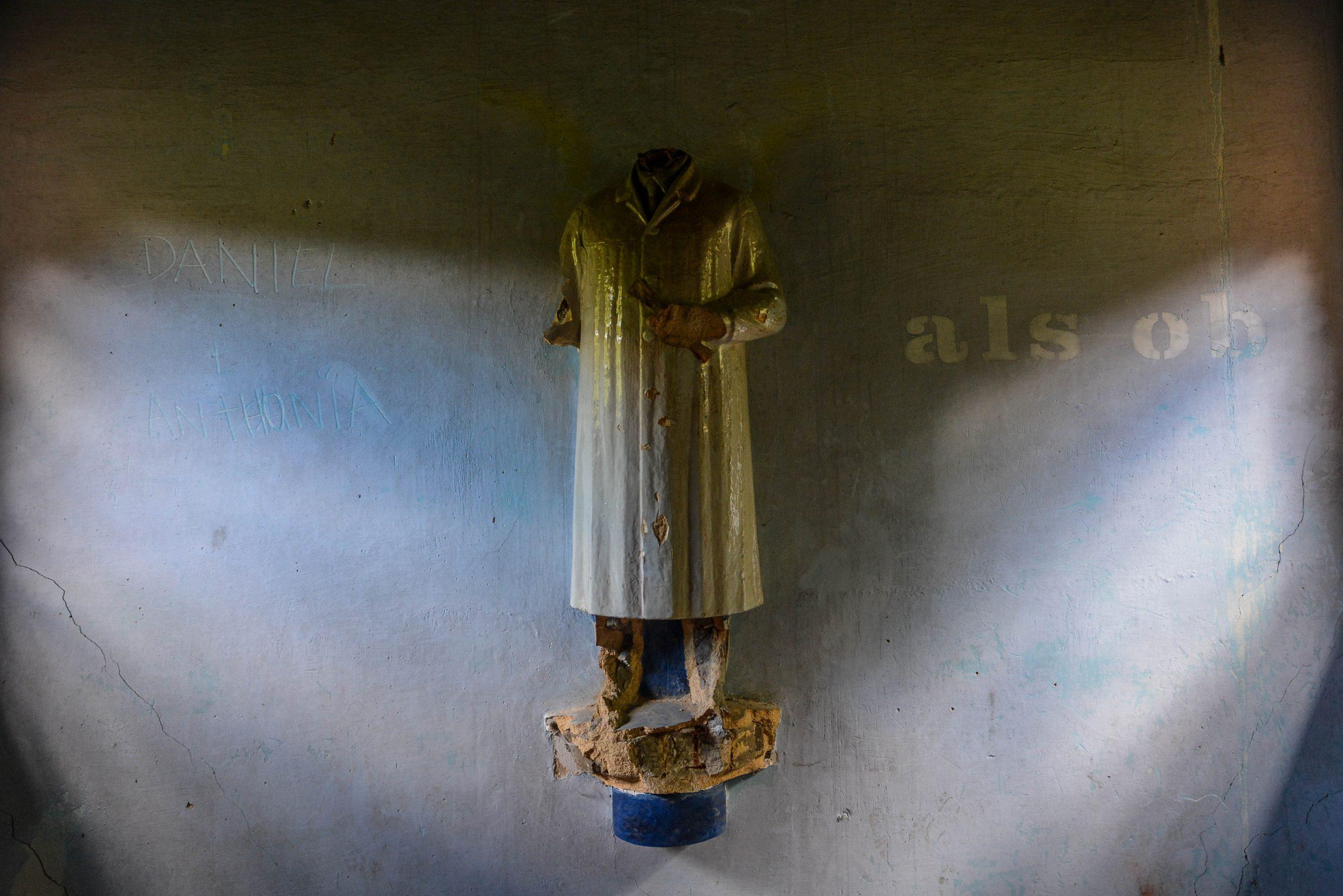 doctor statue tuberkulose heilstaette grabowsee sanatorium hospital oranienburg lost places abandoned urbex brandenburg germany deutschland