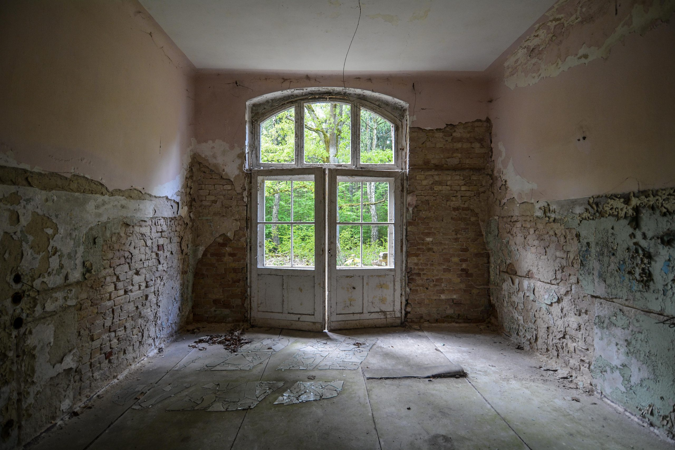 double doors tuberkulose heilstaette grabowsee sanatorium hospital oranienburg lost places abandoned urbex brandenburg germany deutschland