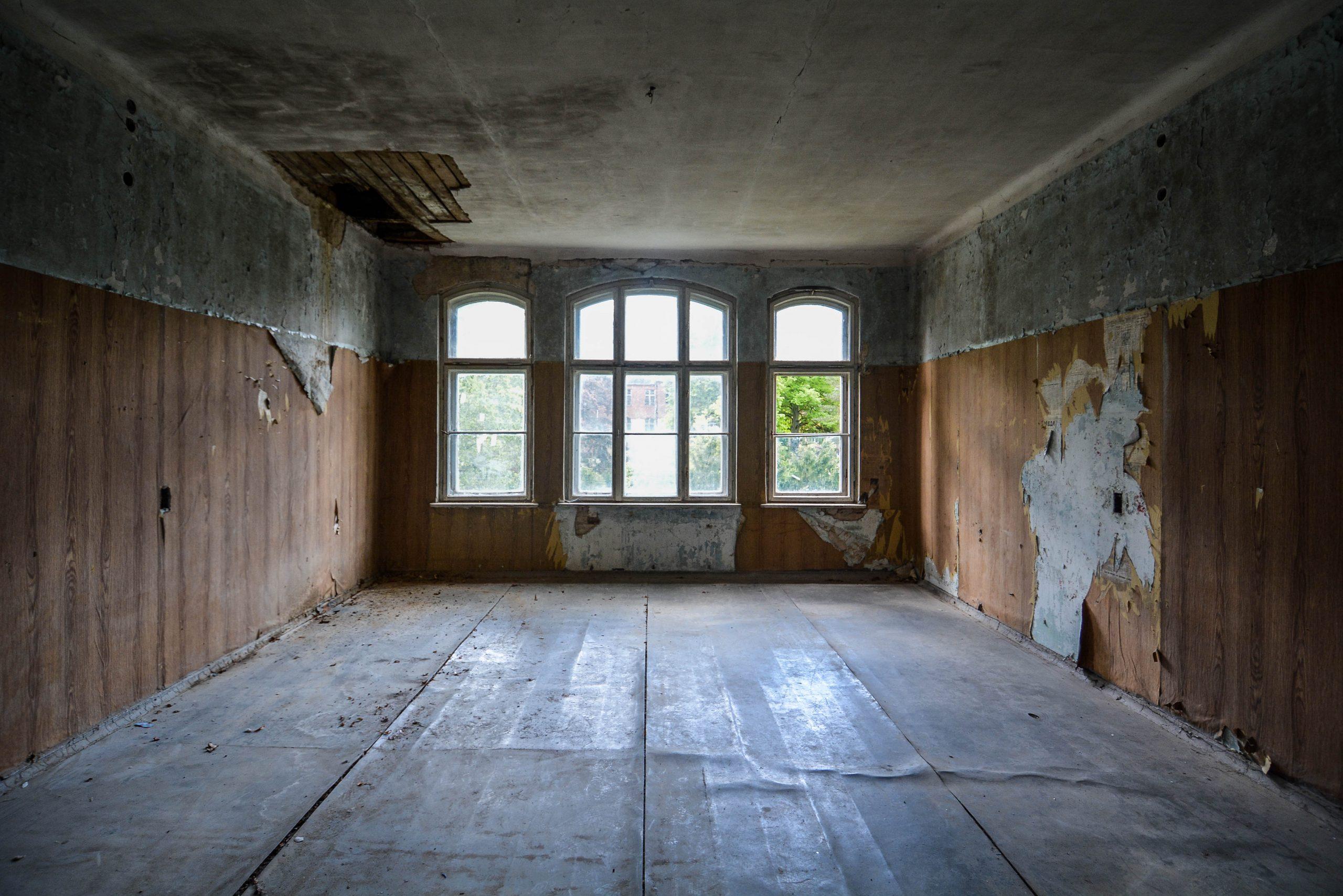 empty room grand windows tuberkulose heilstaette grabowsee sanatorium hospital oranienburg lost places abandoned urbex brandenburg germany deutschland