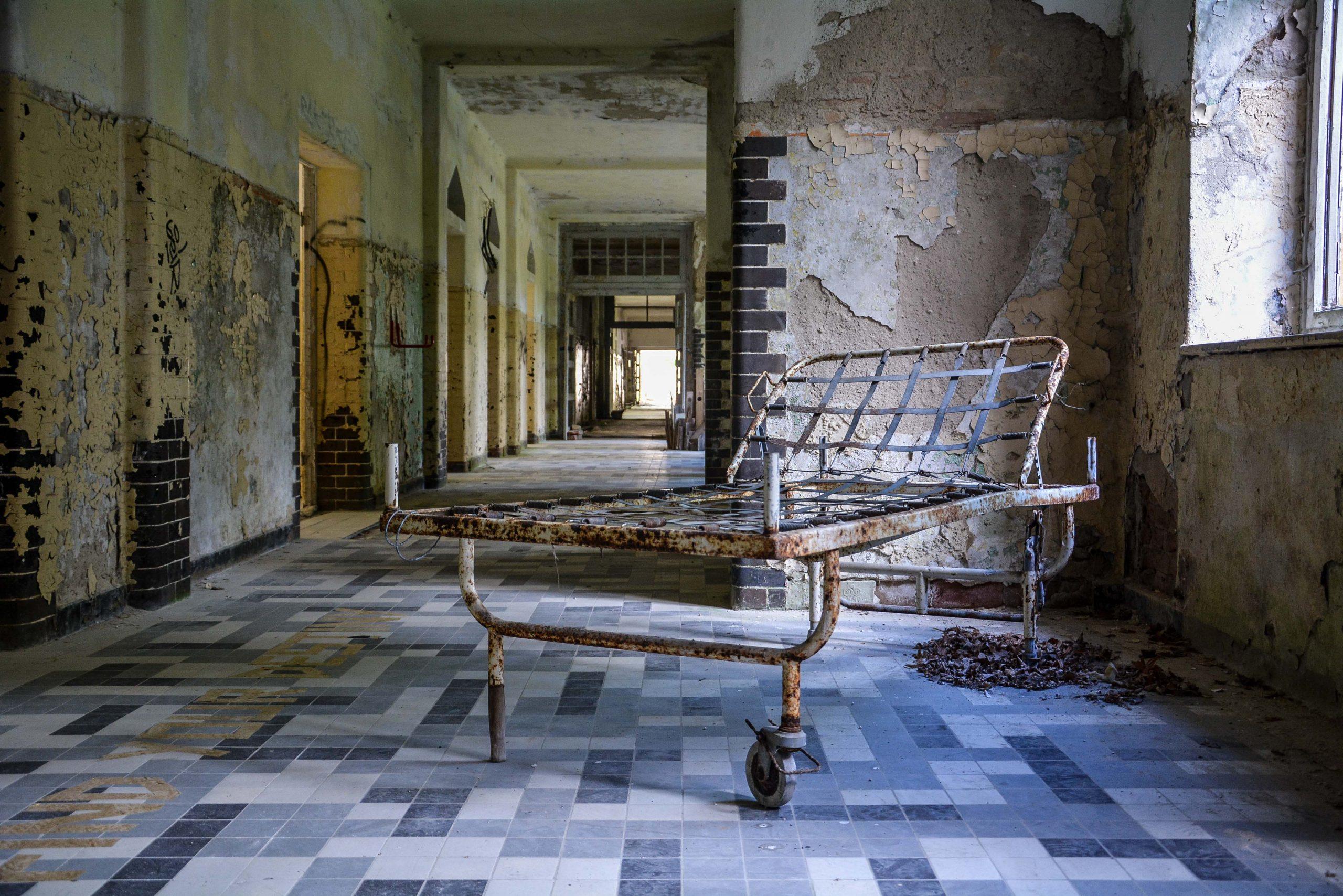 hospital bed tuberkulose heilstaette grabowsee sanatorium hospital oranienburg lost places abandoned urbex brandenburg germany deutschland