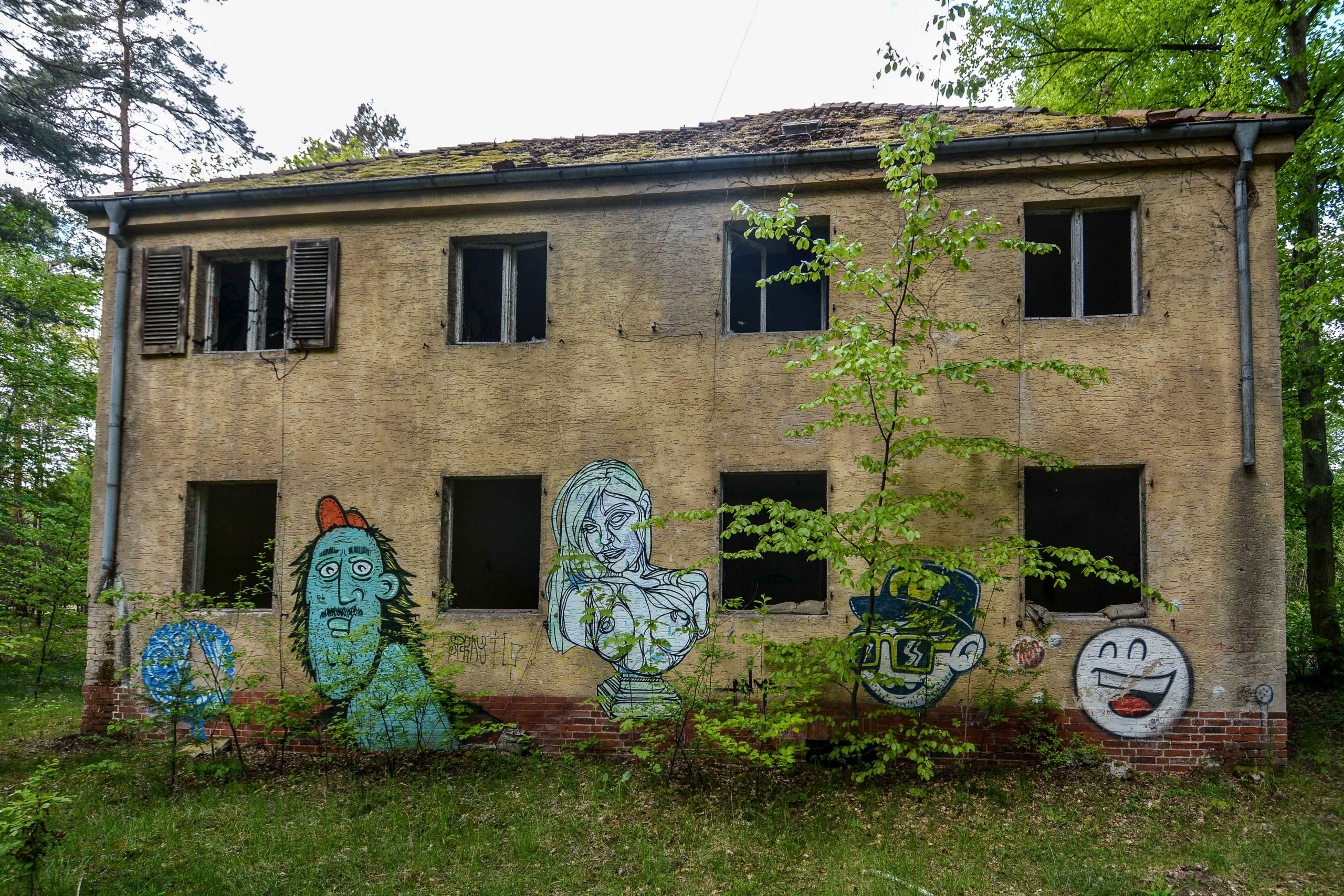 house graffiti street art tuberkulose heilstaette grabowsee sanatorium oranienburg lost places abandoned urbex brandenburg germany deutschland