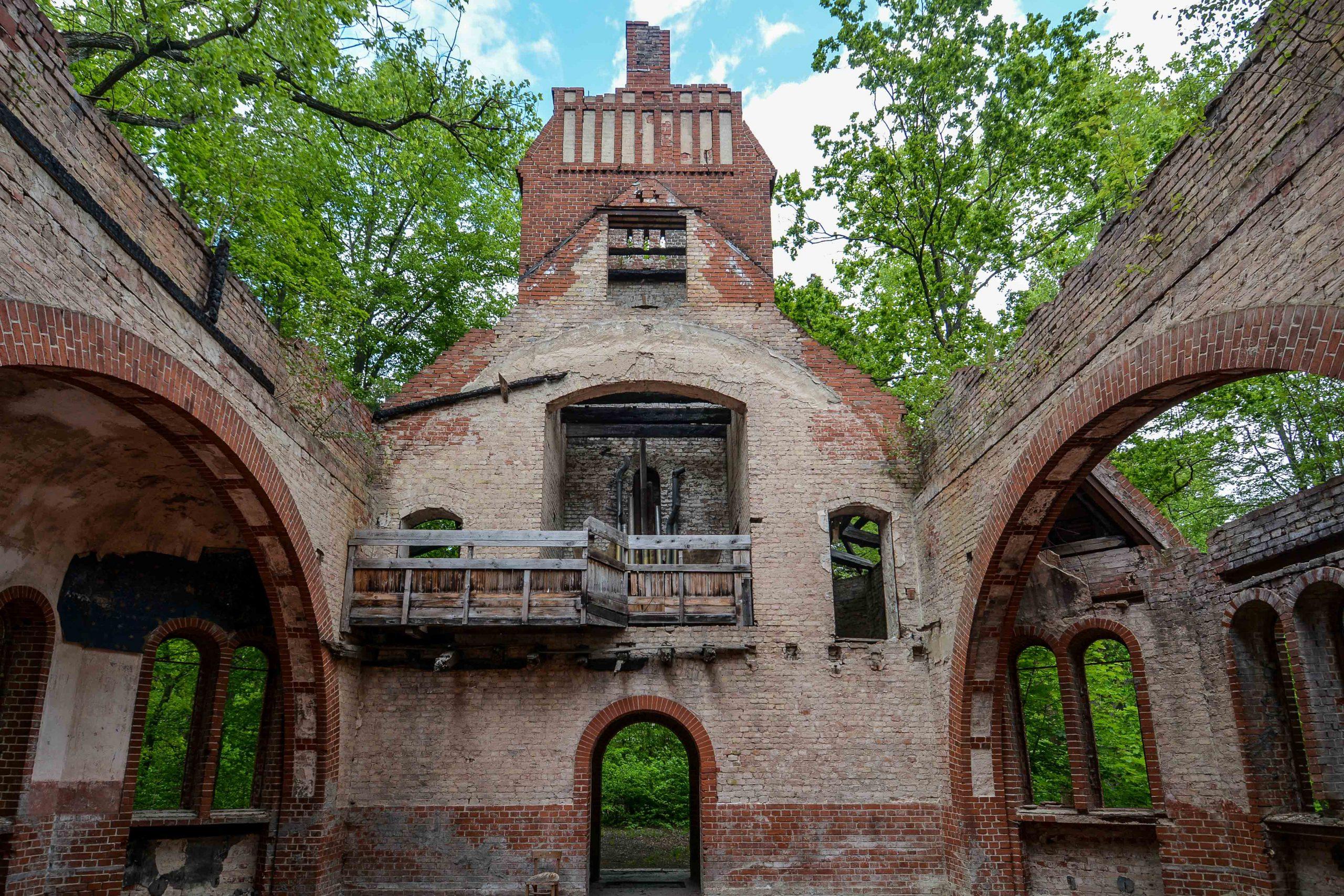 interior abandoned church tuberkulose heilstaette grabowsee sanatorium hospital oranienburg lost places abandoned urbex brandenburg germany deutschland