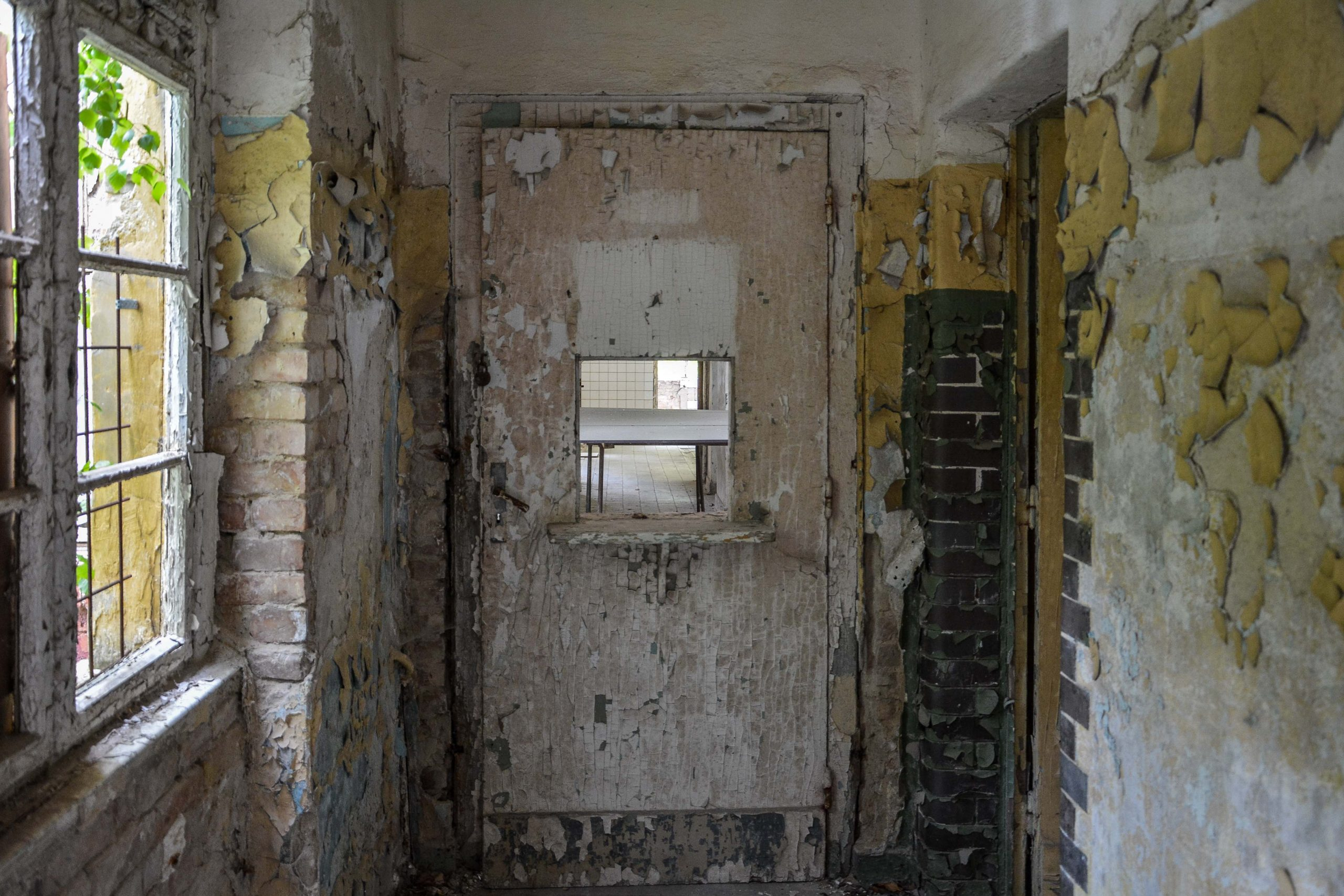 nurse door hospital sanatorium tuberkulose heilstaette grabowsee sanatorium hospital oranienburg lost places abandoned urbex brandenburg germany deutschland