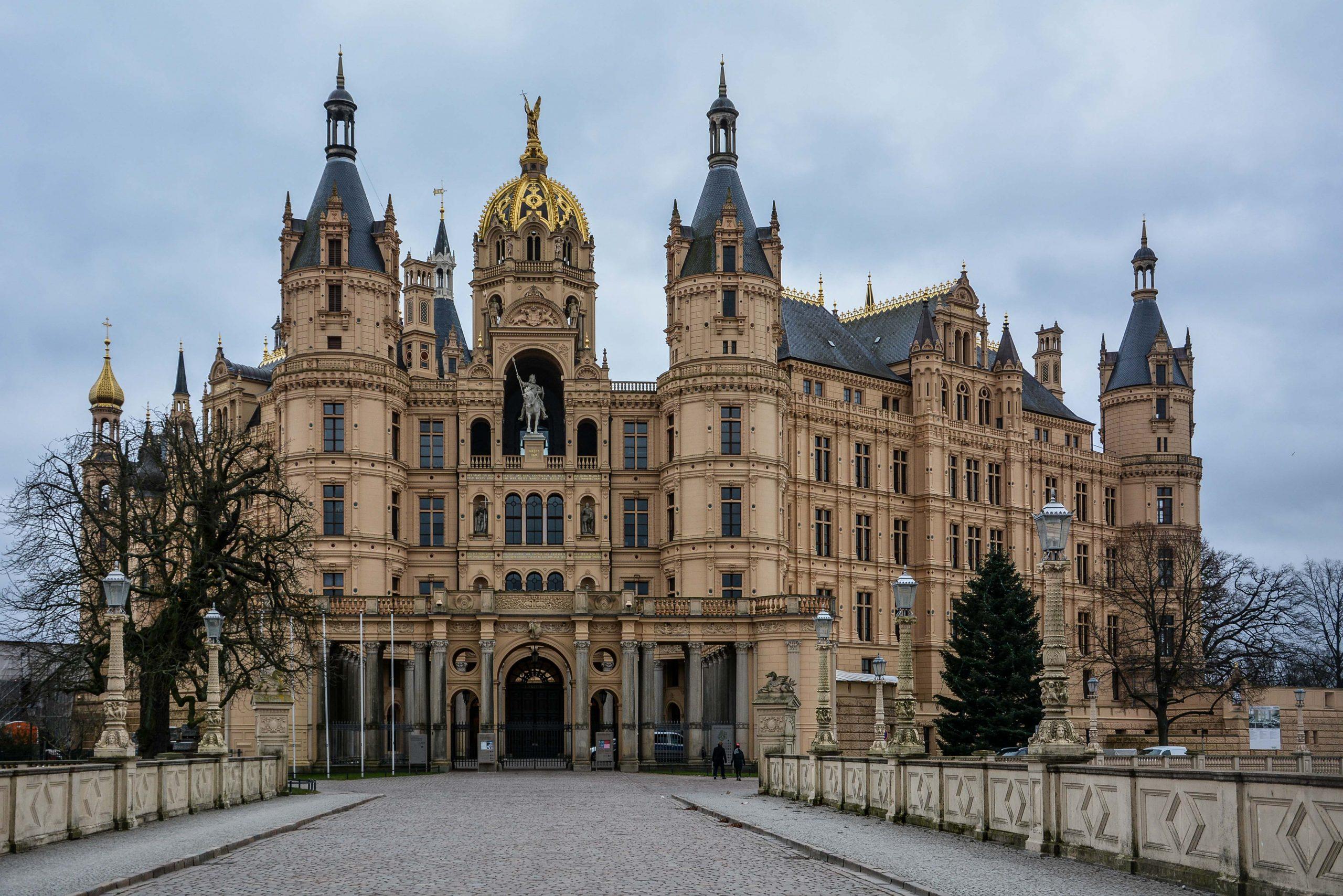 schweriner schloss schwerin castle mecklenburg vorpommern germany deutschland