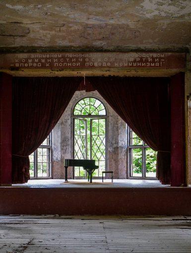 soviet piano stage sanatorium tuberkulose heilstaette grabowsee sanatorium hospital oranienburg lost places abandoned urbex brandenburg germany deutschland