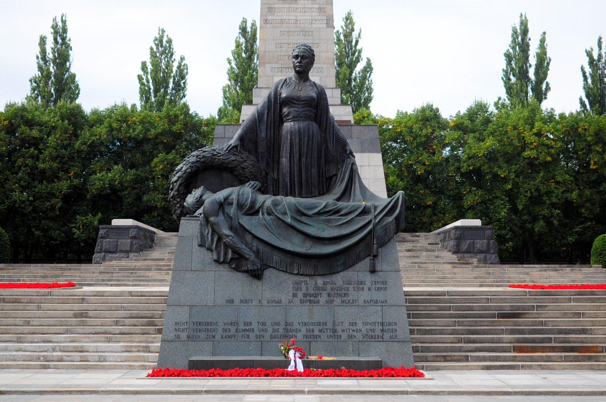 sowjetisches ehrenmal schoenholzer heide soviet war memorial mother russia statue mutter