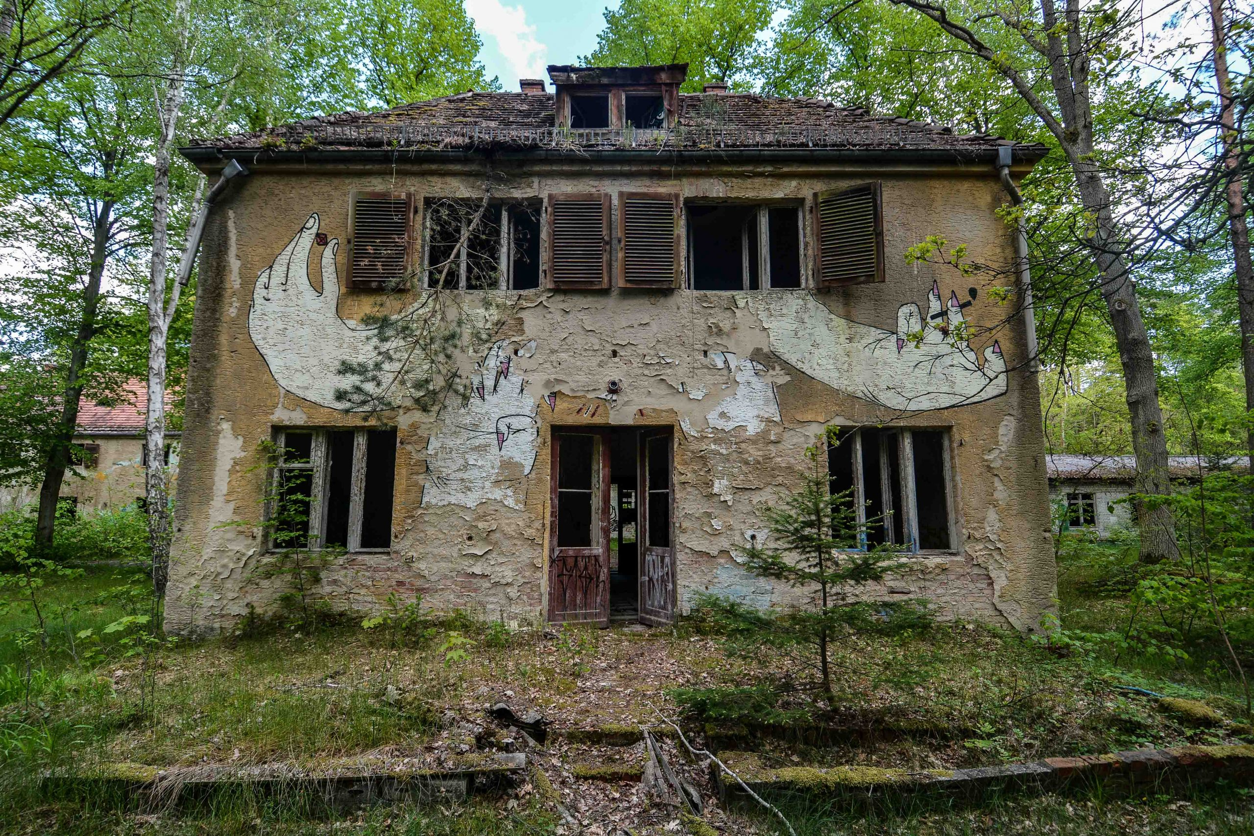 street art graffiti hands tuberkulose heilstaette grabowsee sanatorium oranienburg lost places abandoned urbex brandenburg germany deutschland