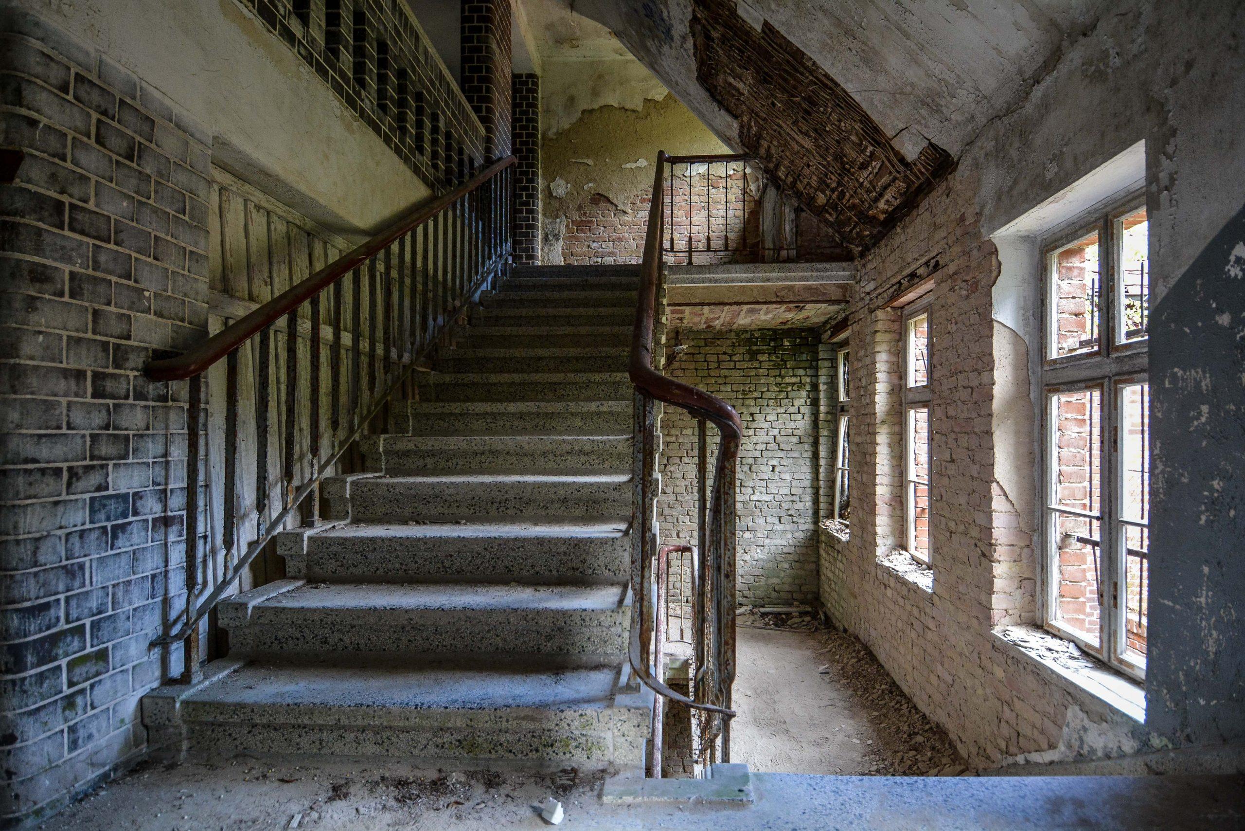 upper staircase tuberkulose heilstaette grabowsee sanatorium hospital oranienburg lost places abandoned urbex brandenburg germany deutschland